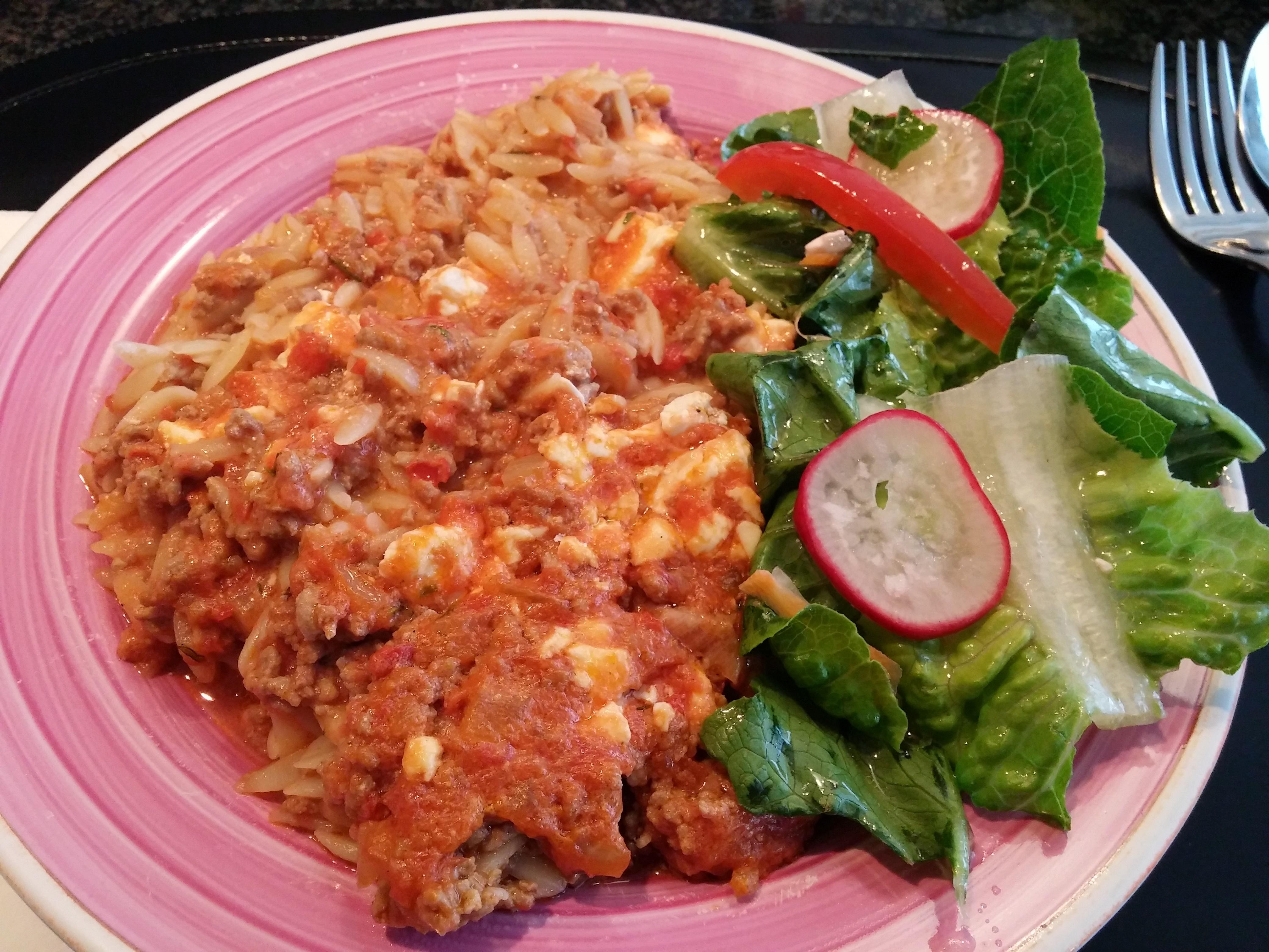 https://foodloader.net/nico_2014-07-12_nudelauflauf-mit-hackfleisch-feta-und-salat.jpg