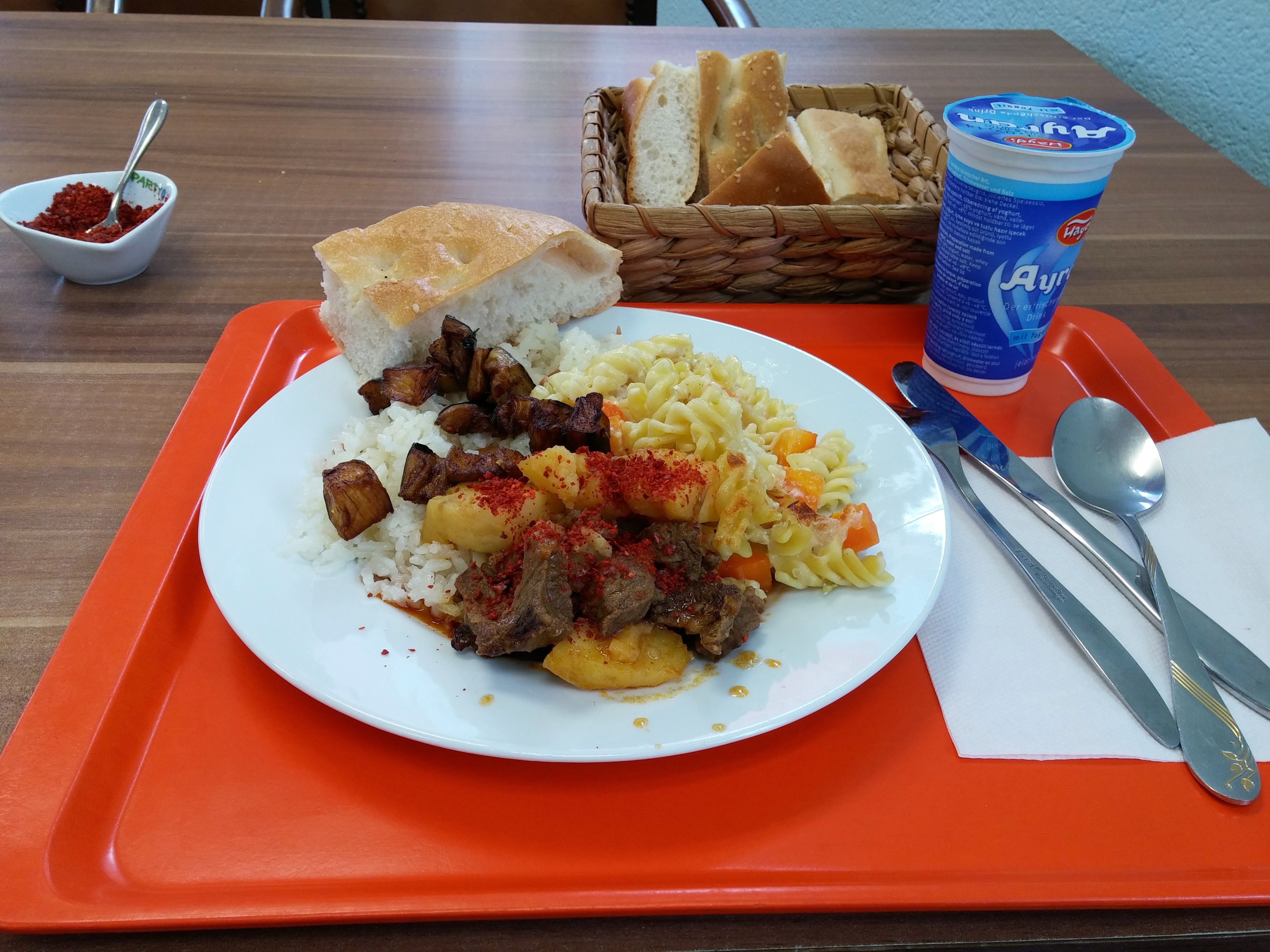 https://foodloader.net/nico_2014-09-03_rindfleisch-kartoffeln-nudeln-reis-brot.jpg