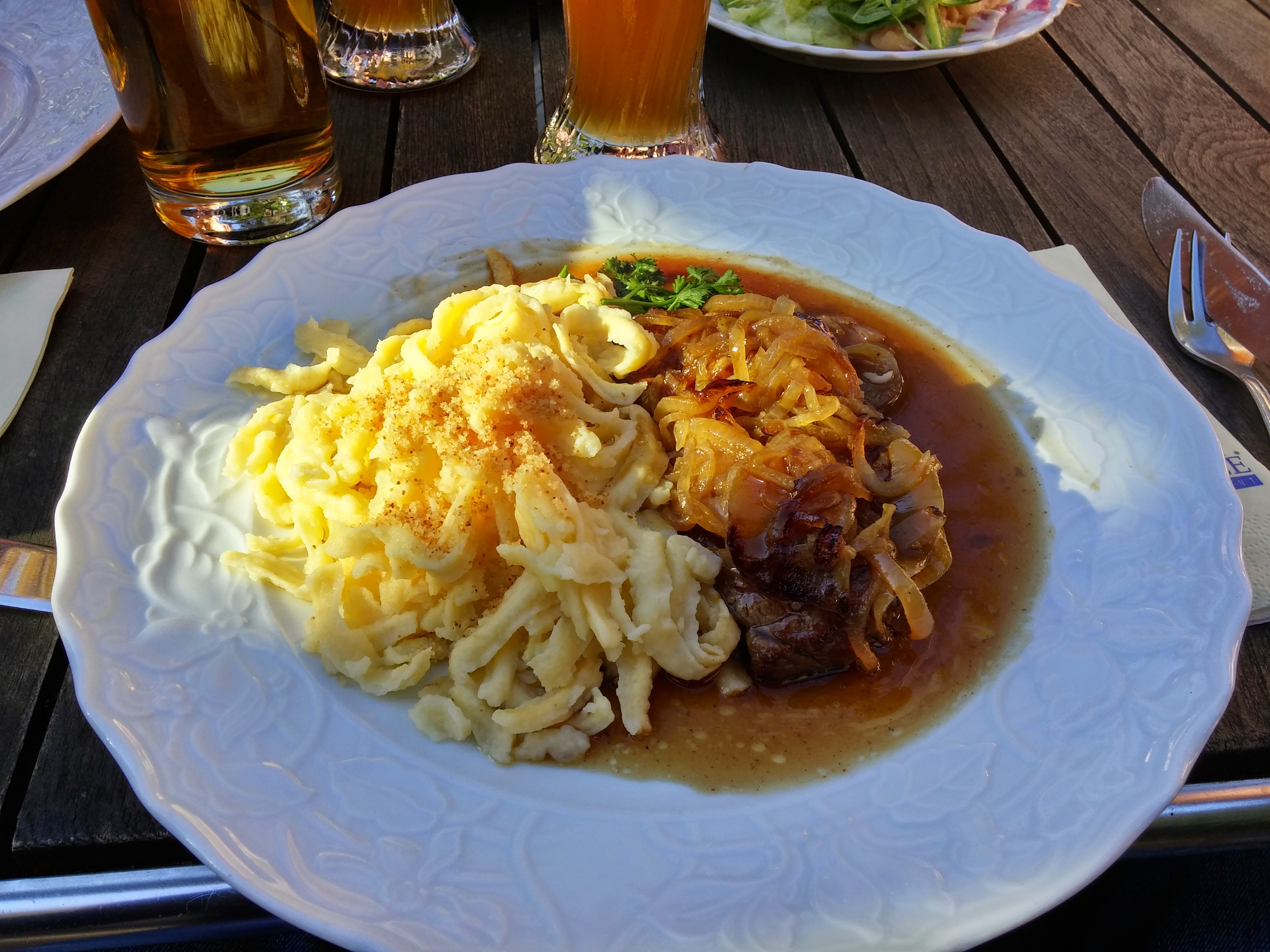 https://foodloader.net/nico_2014-10-18_zwiebelrostbraten-mit-spaetzle.jpg