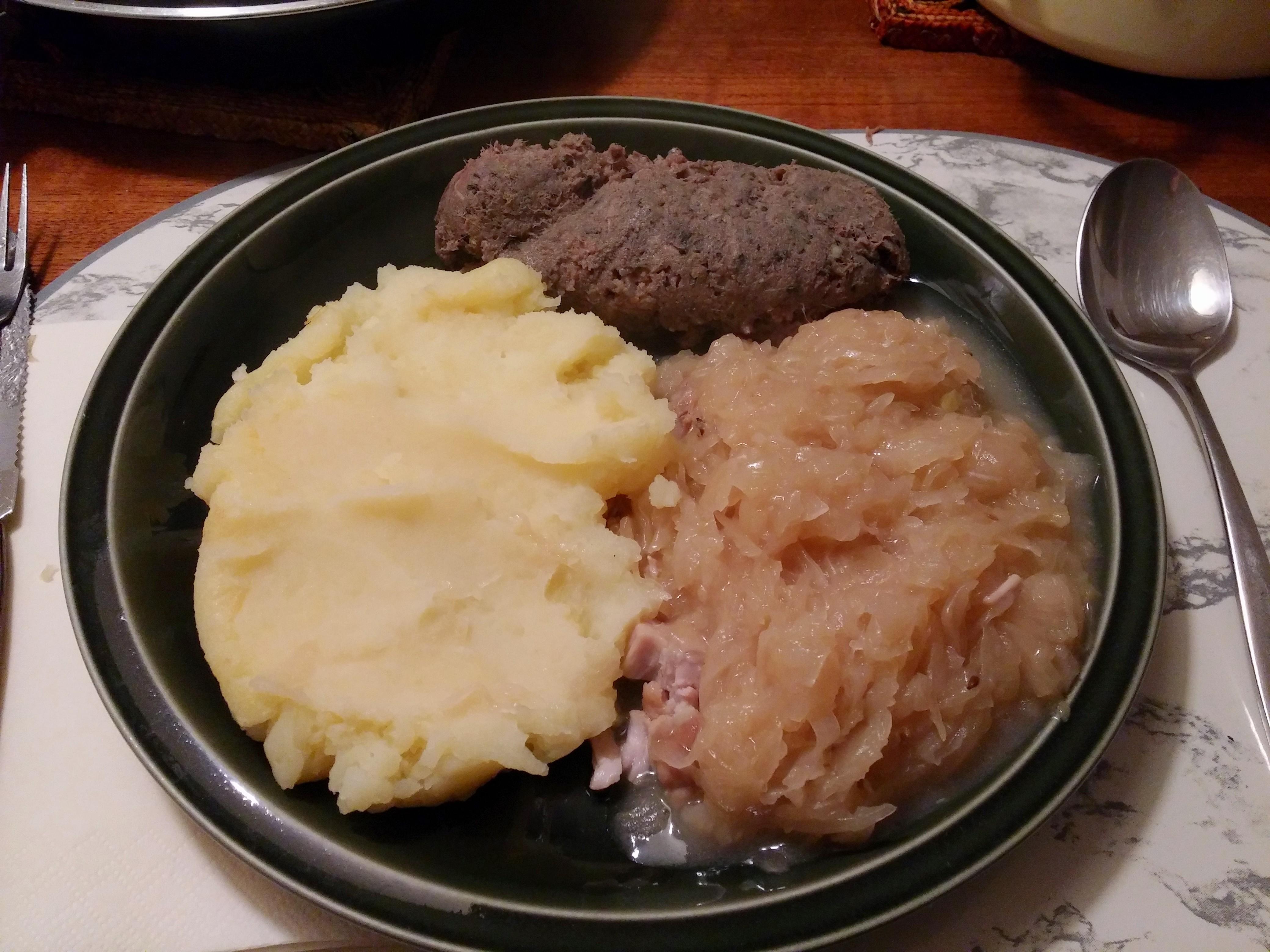 https://foodloader.net/nico_2014-10-29_leberwurst-kartoffelbrei-sauerkraut.jpg