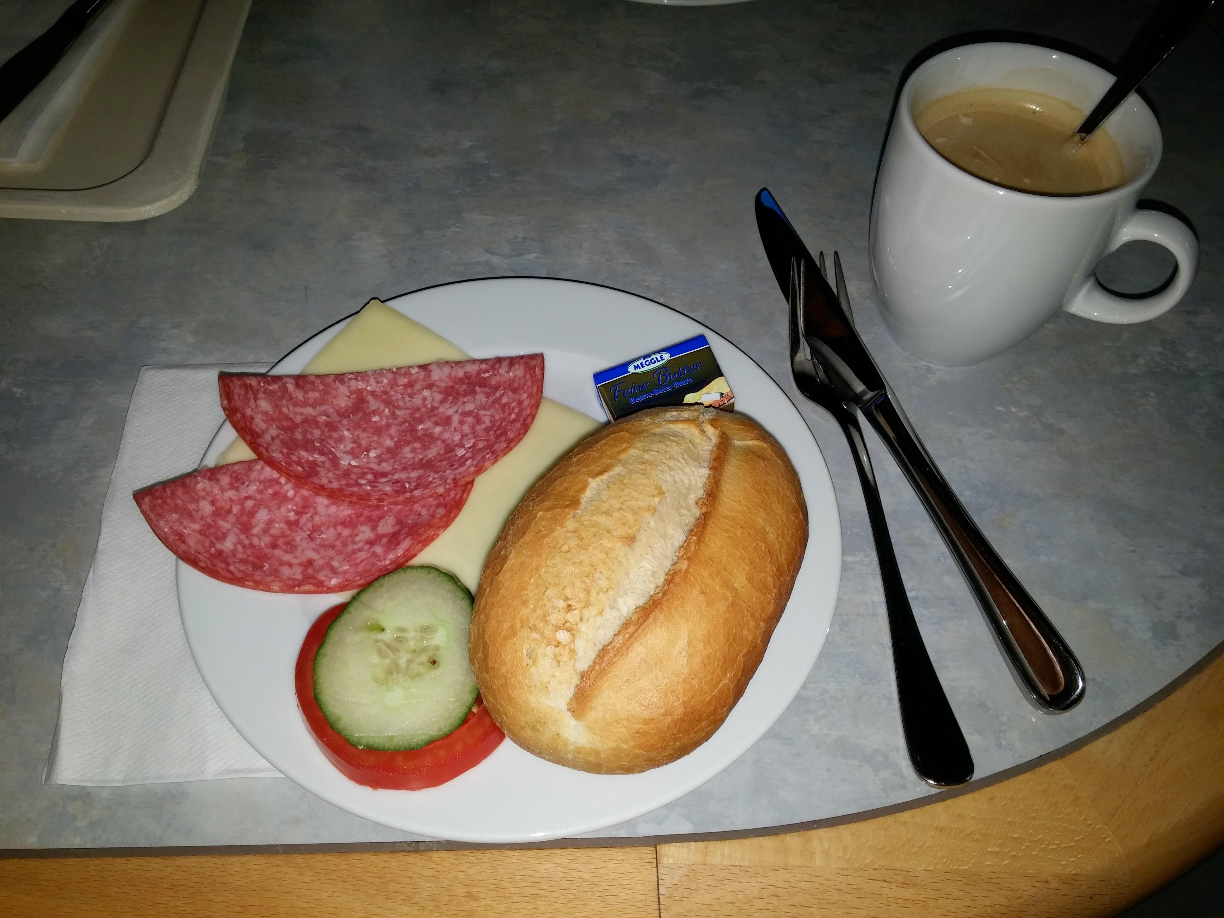 https://foodloader.net/nico_2014-11-01_noch-nicht-belegtes-broetchen.jpg