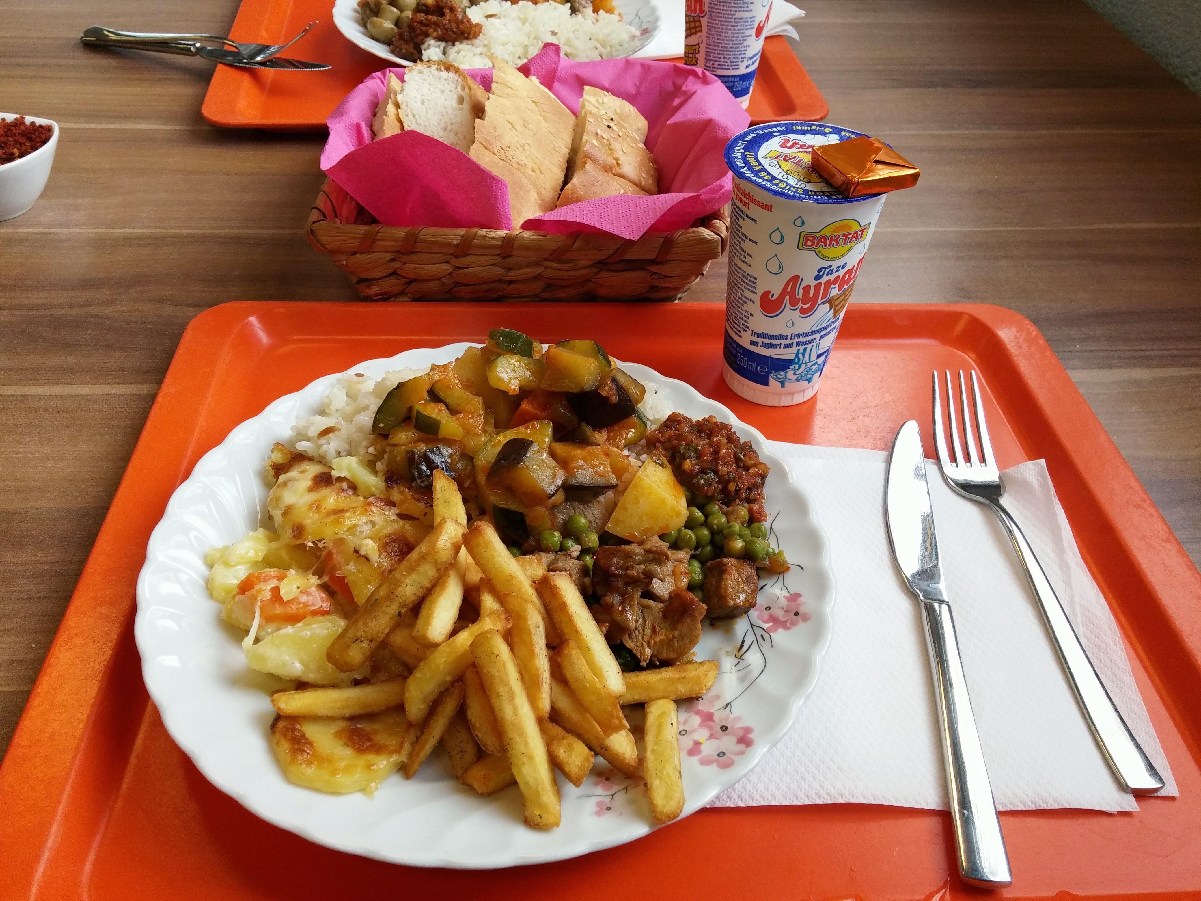 https://foodloader.net/nico_2014-11-21_reis-rindfleisch-kartoffeln-pommes-gemuese-brot.jpg