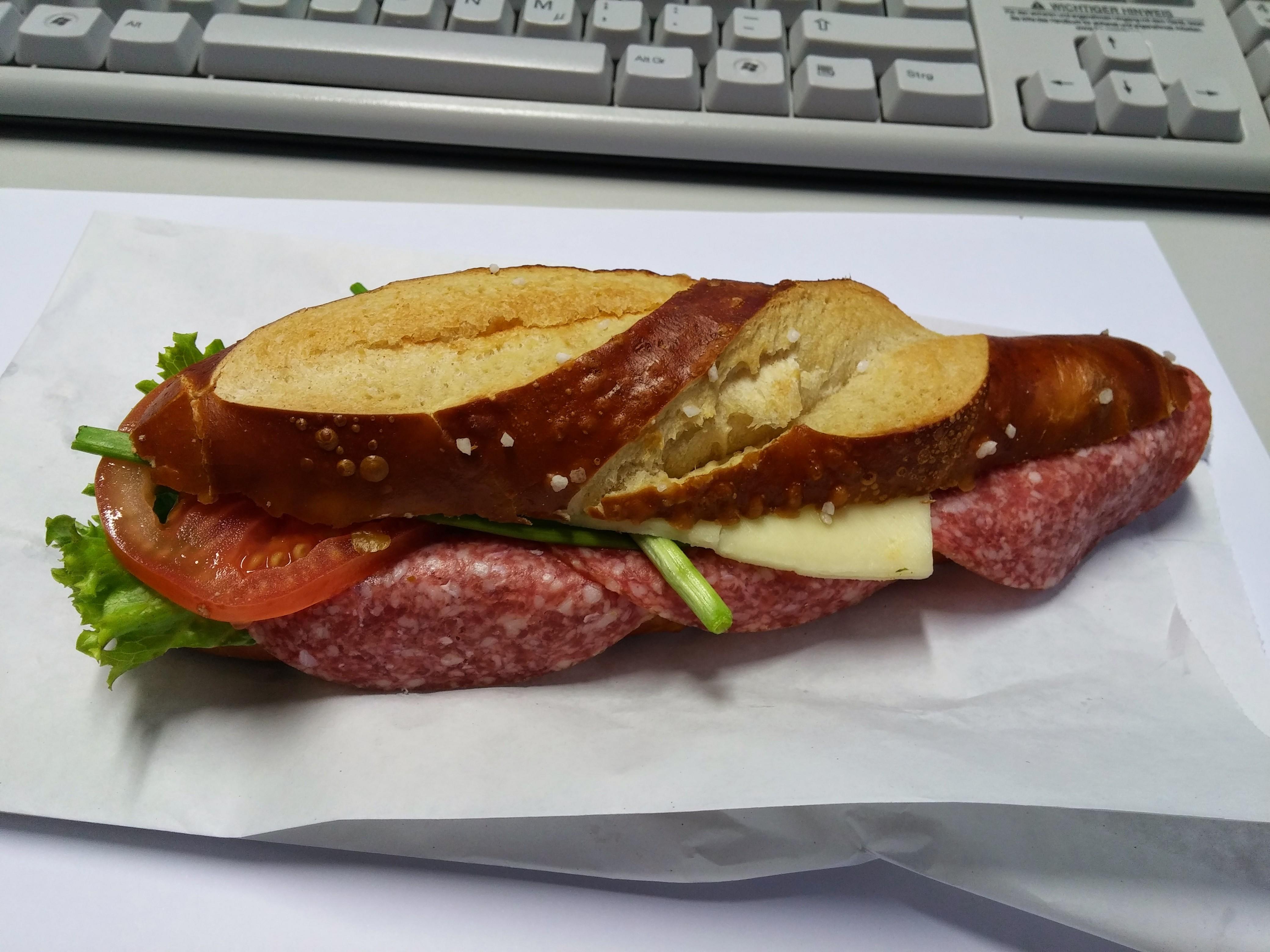 https://foodloader.net/nico_2014-11-27_belegte-laugenstange.jpg