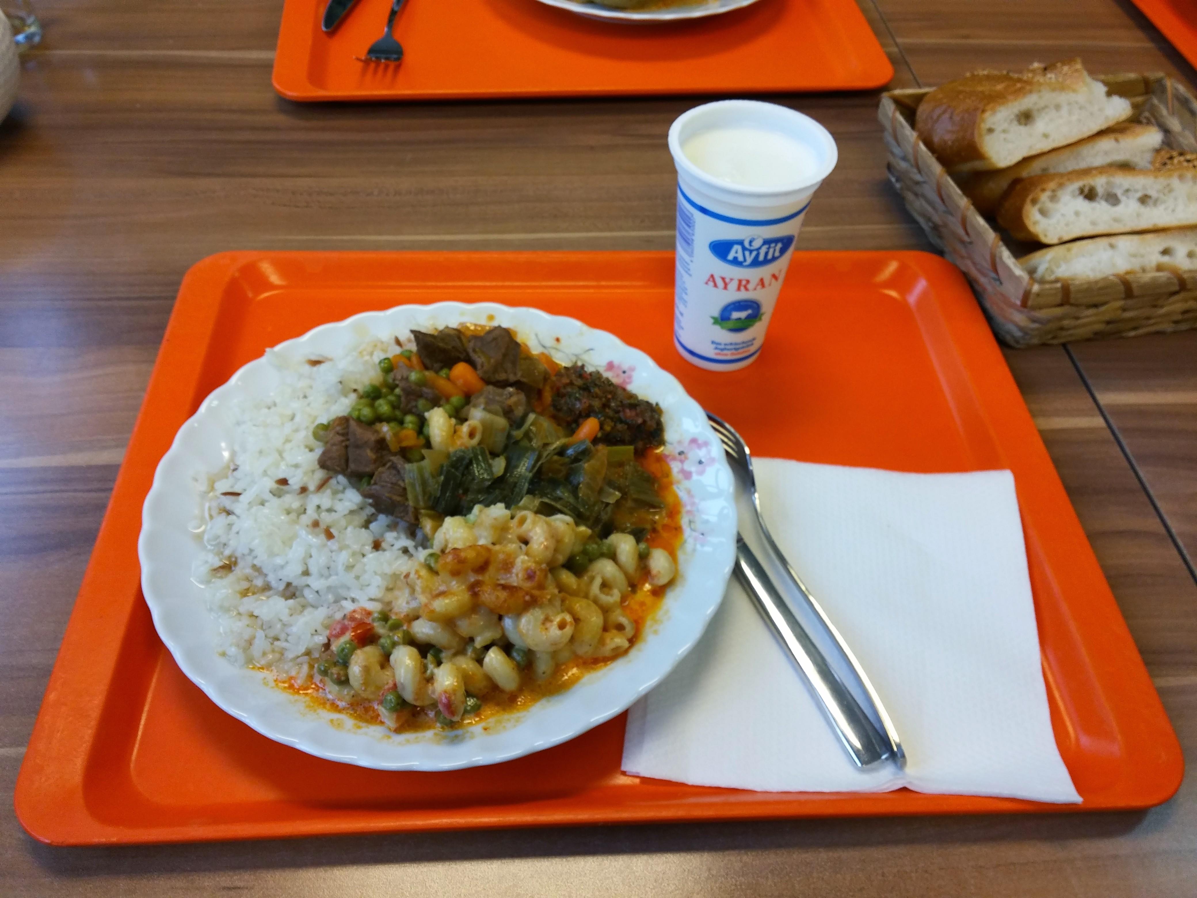 https://foodloader.net/nico_2015-01-09_reis-rindfleisch-nudeln-gemuese-brot.jpg