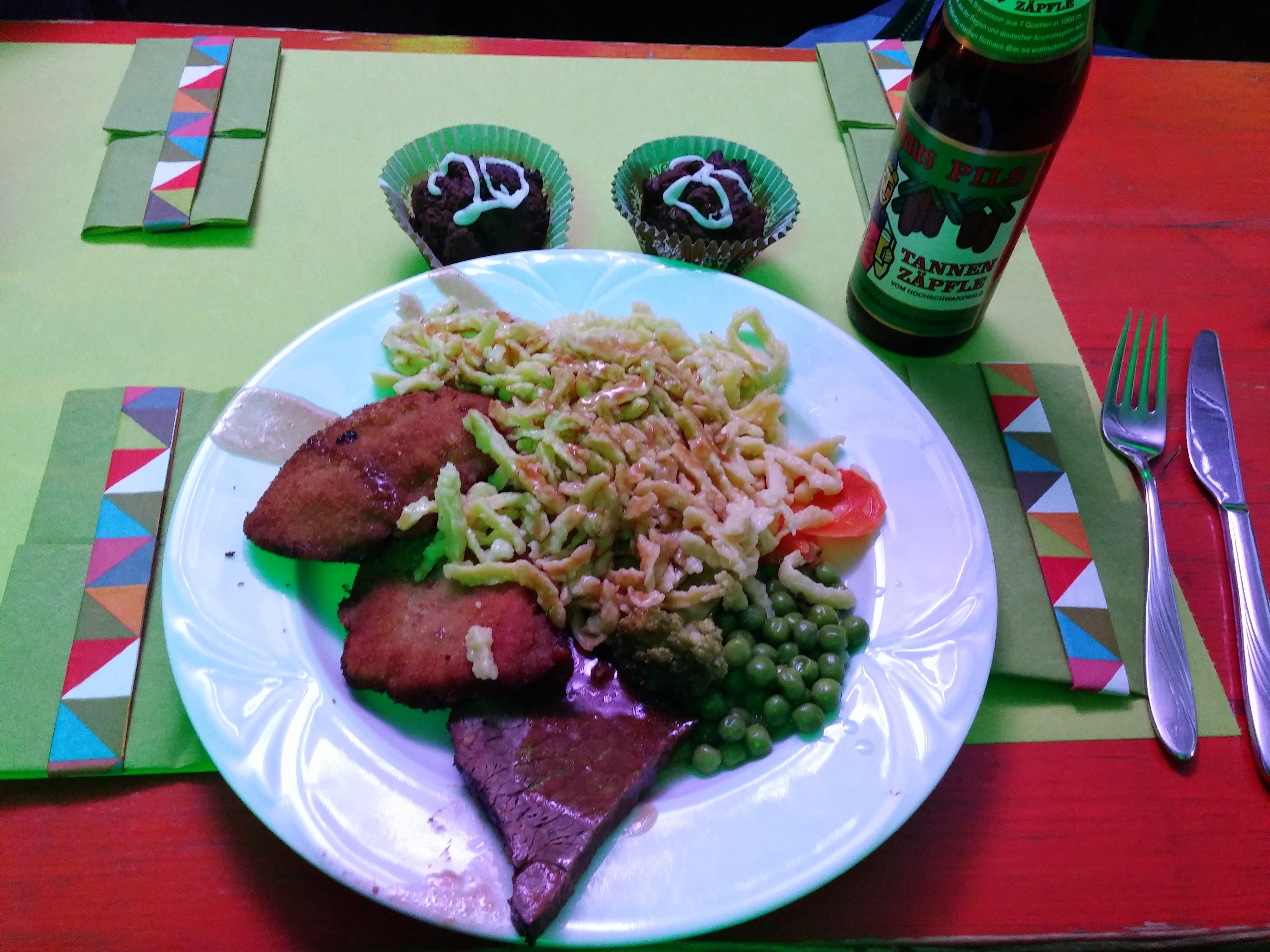 http://foodloader.net/nico_2015-01-15_schnitzel-und-sauerbraten-mit-spaetzle.jpg