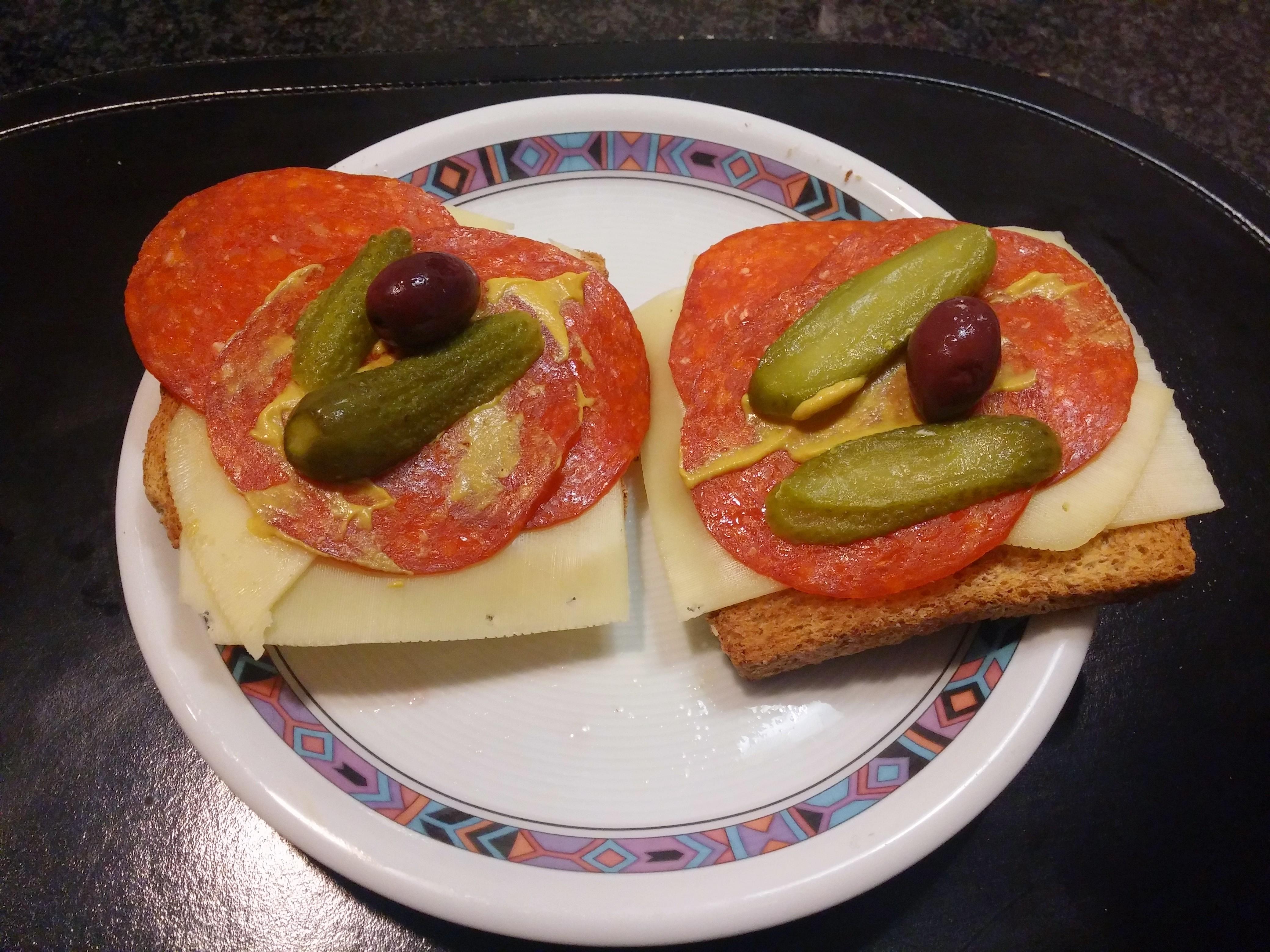 https://foodloader.net/nico_2015-01-31_salami-kaese-toasts.jpg