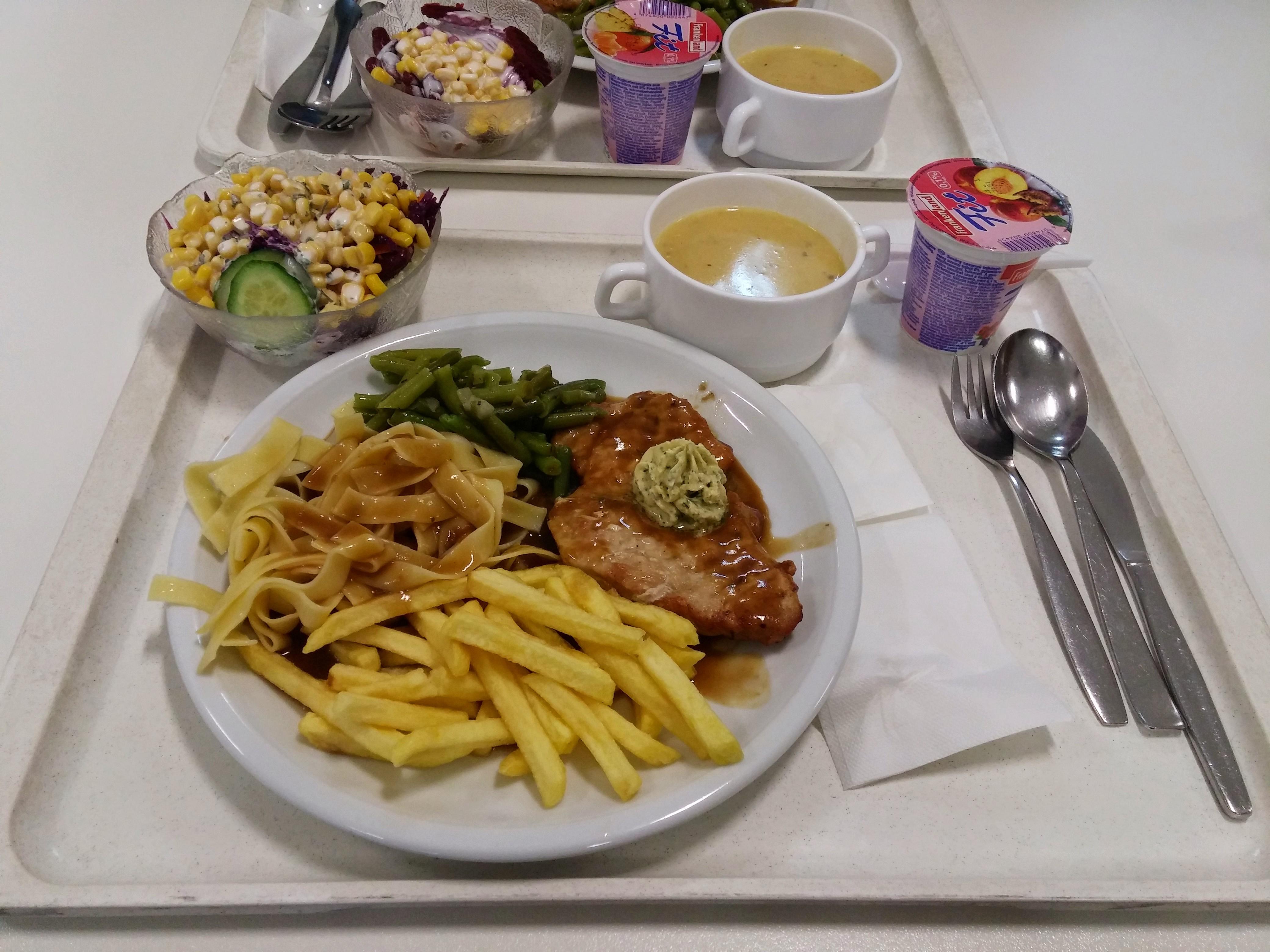 https://foodloader.net/nico_2015-02-05_rueckensteak-mit-pommes-bandnudeln-bohnen-suppe-salat-und-nachtisch.jpg
