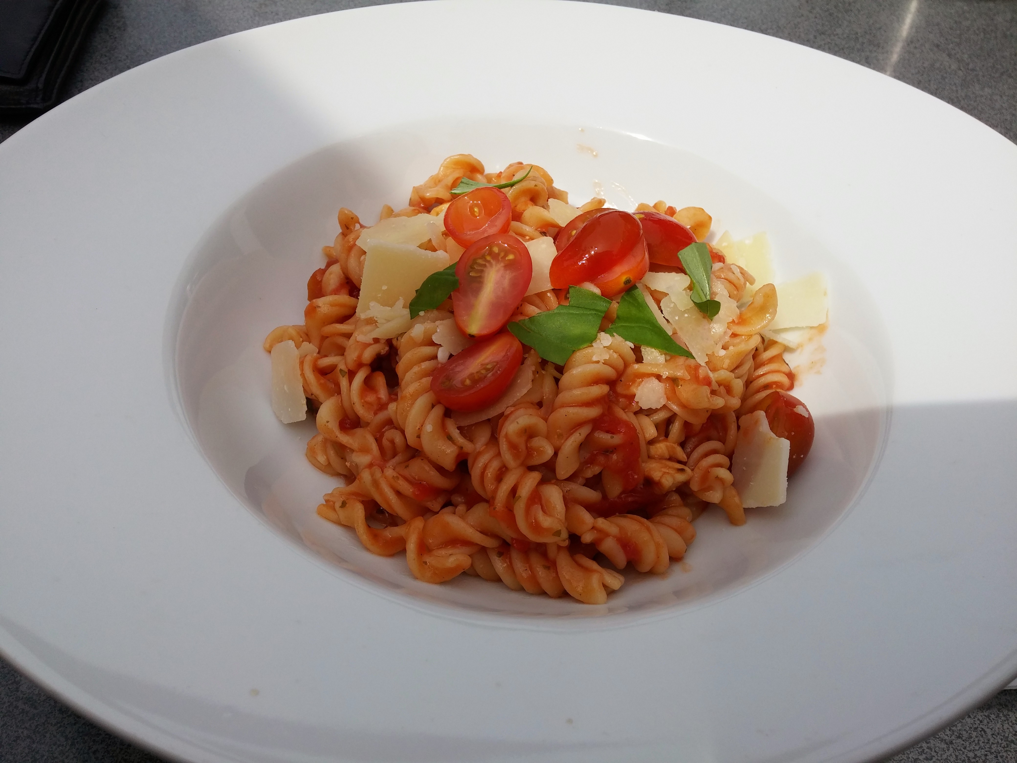 https://foodloader.net/nico_2015-05-11_fusilli-mit-tomatensauce.jpg