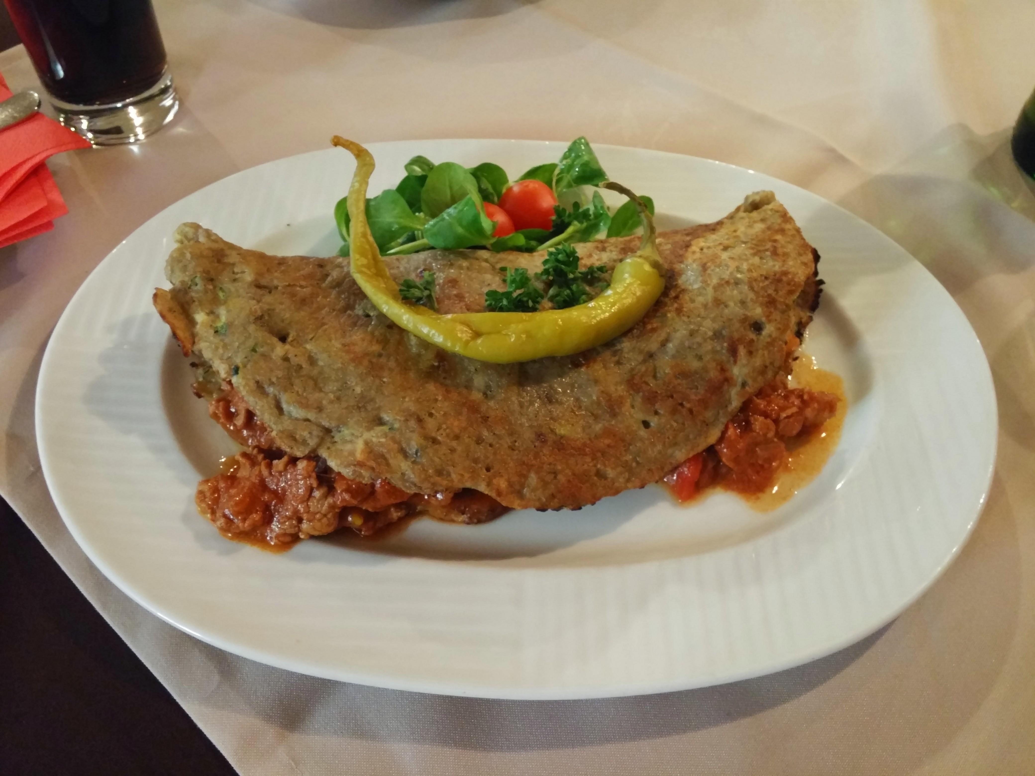 https://foodloader.net/nico_2015-05-31_zemiakov__-placky-plnen__-maesom_kartoffelpfannkuchen-gefuellt-mit-fleisch.jpg