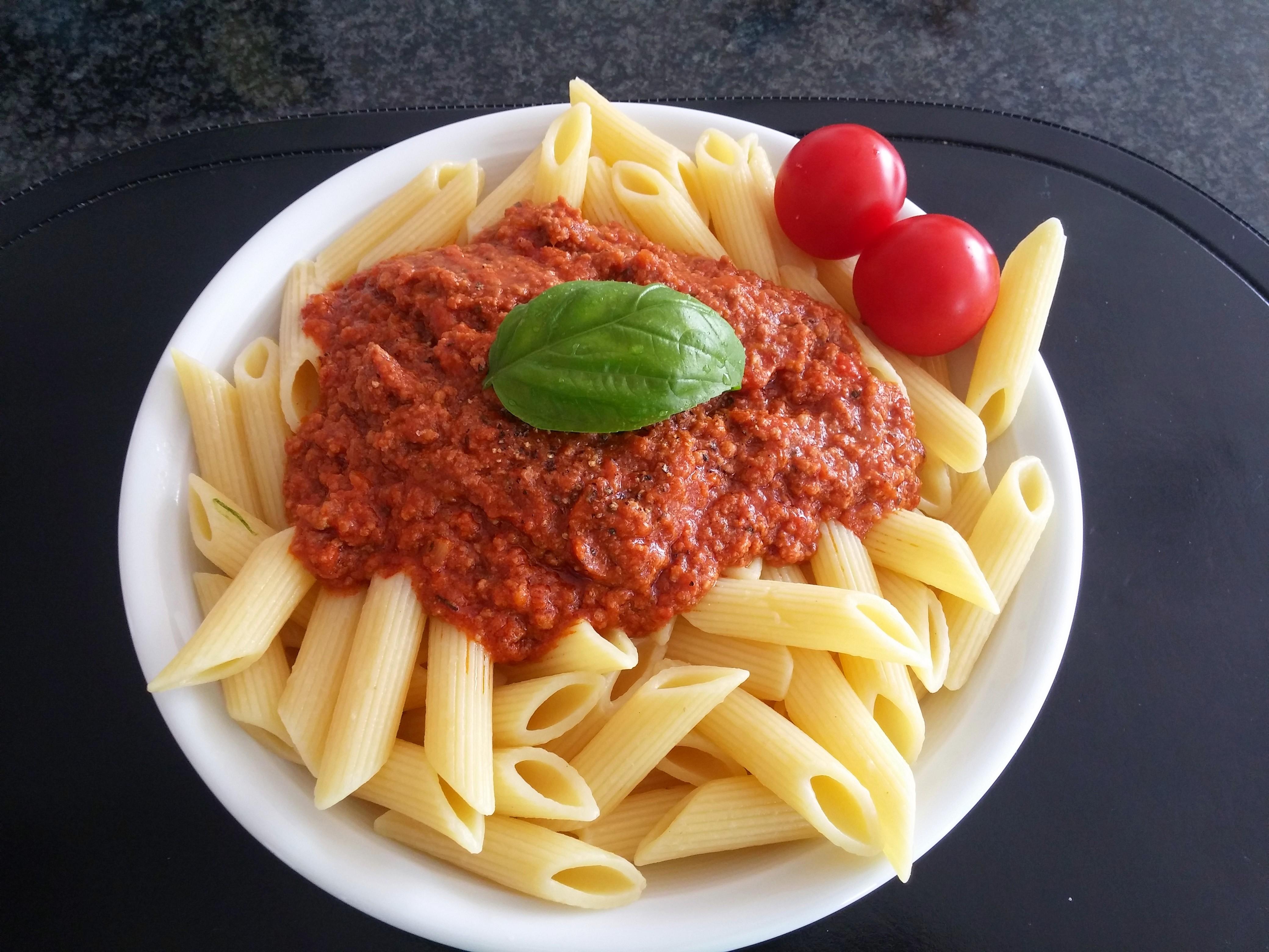 https://foodloader.net/nico_2015-06-07_penne-bolognese.jpg