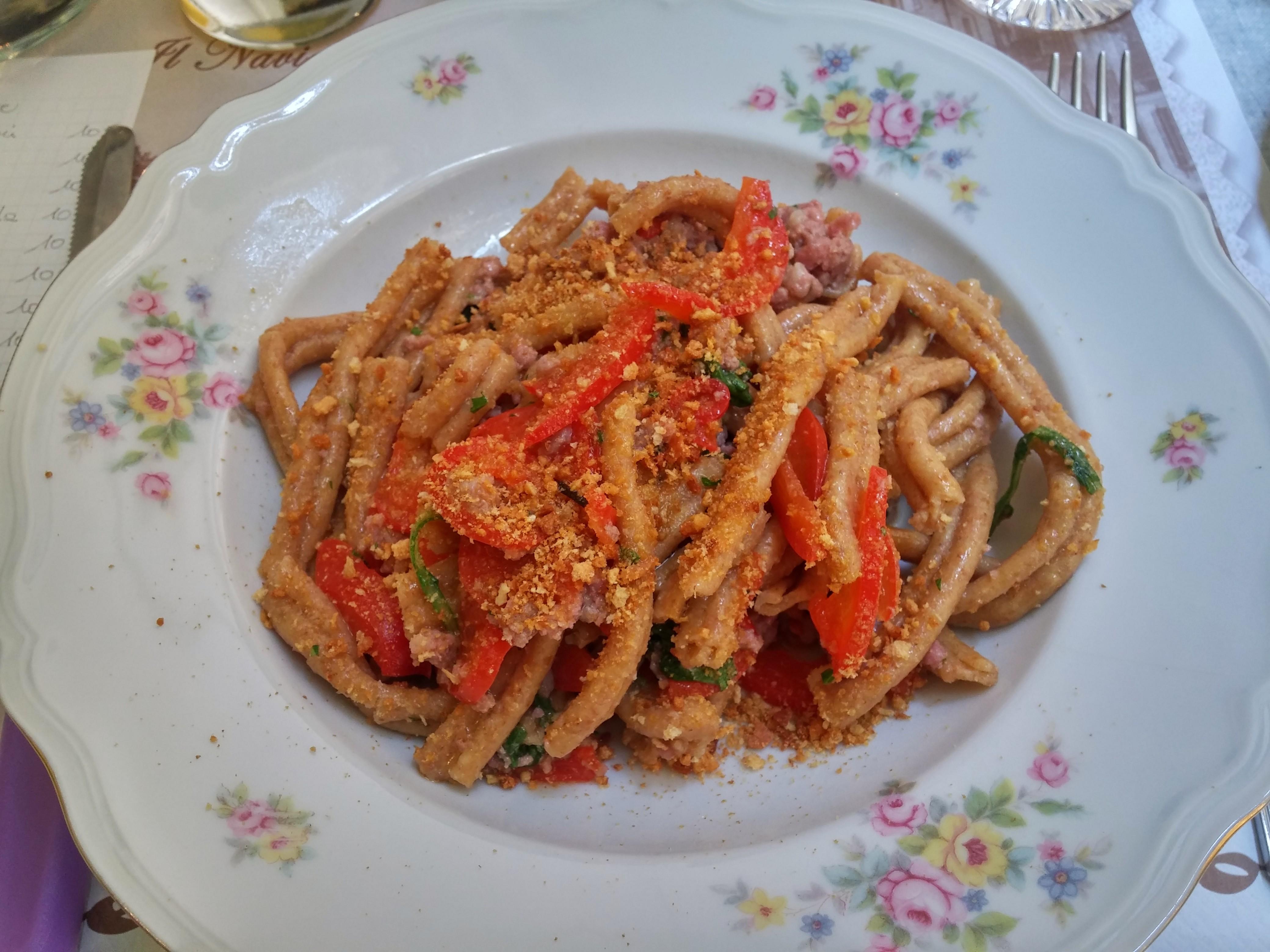 https://foodloader.net/nico_2015-06-18_bio-nudeln-mit-salsiccia-paprika-sauce.jpg