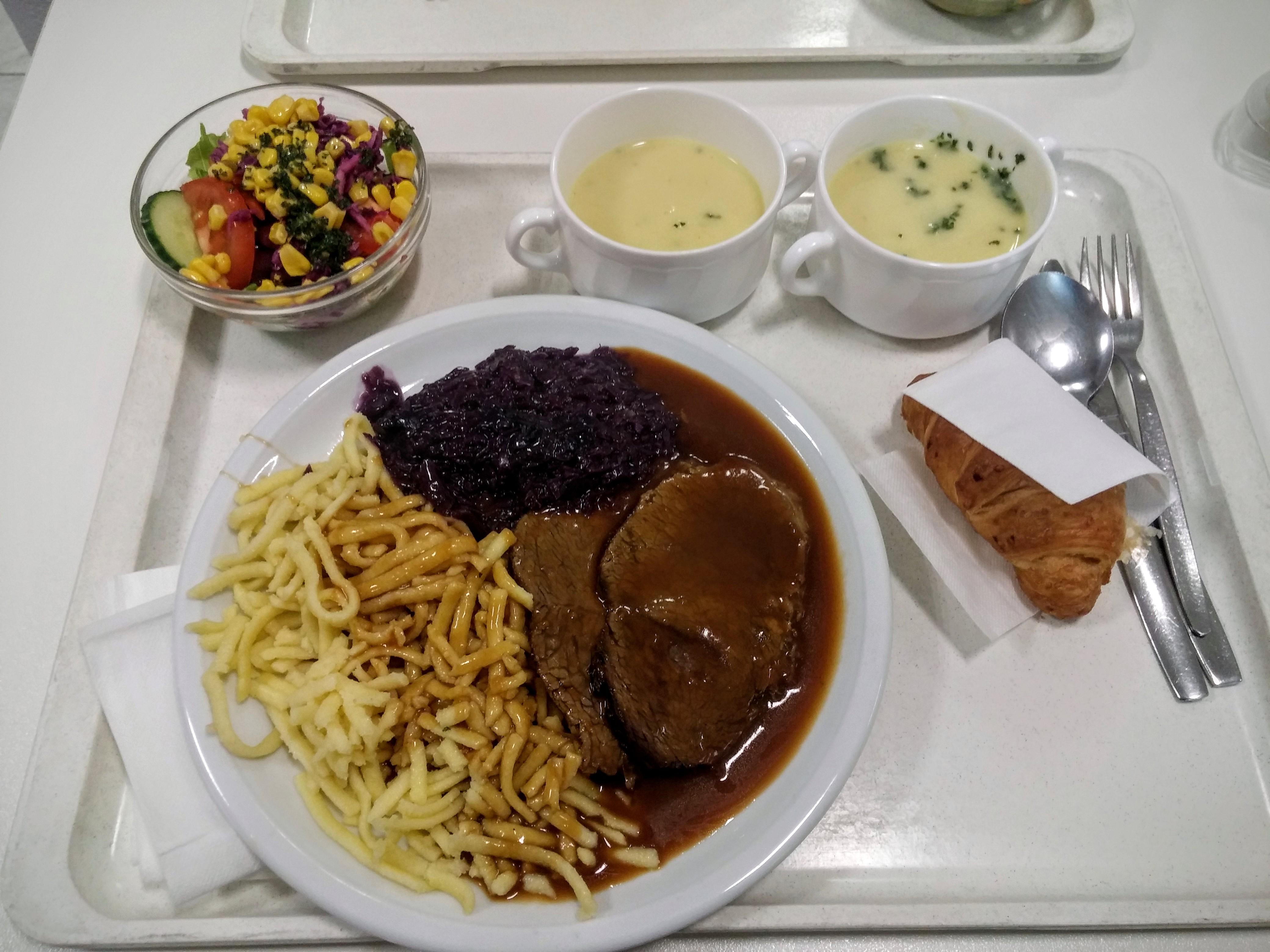 http://foodloader.net/nico_2015-08-25_sauerbraten-mit-rotkraut-spaetzle-suppen-salat-und-nachtisch.jpg