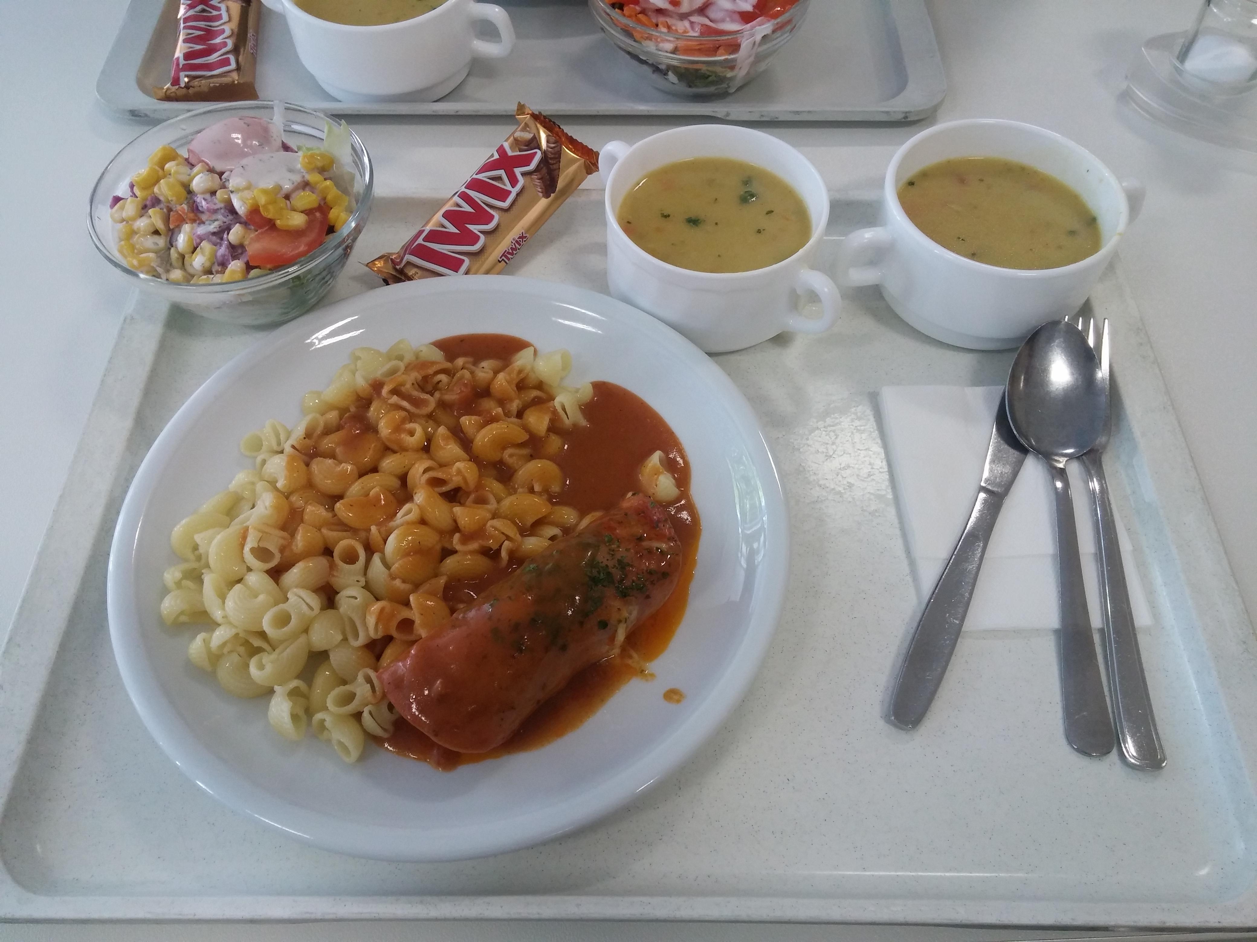 https://foodloader.net/nico_2015-08-27_fleischrolle-mit-nudeln-suppen-salat-und-nachtisch.jpg