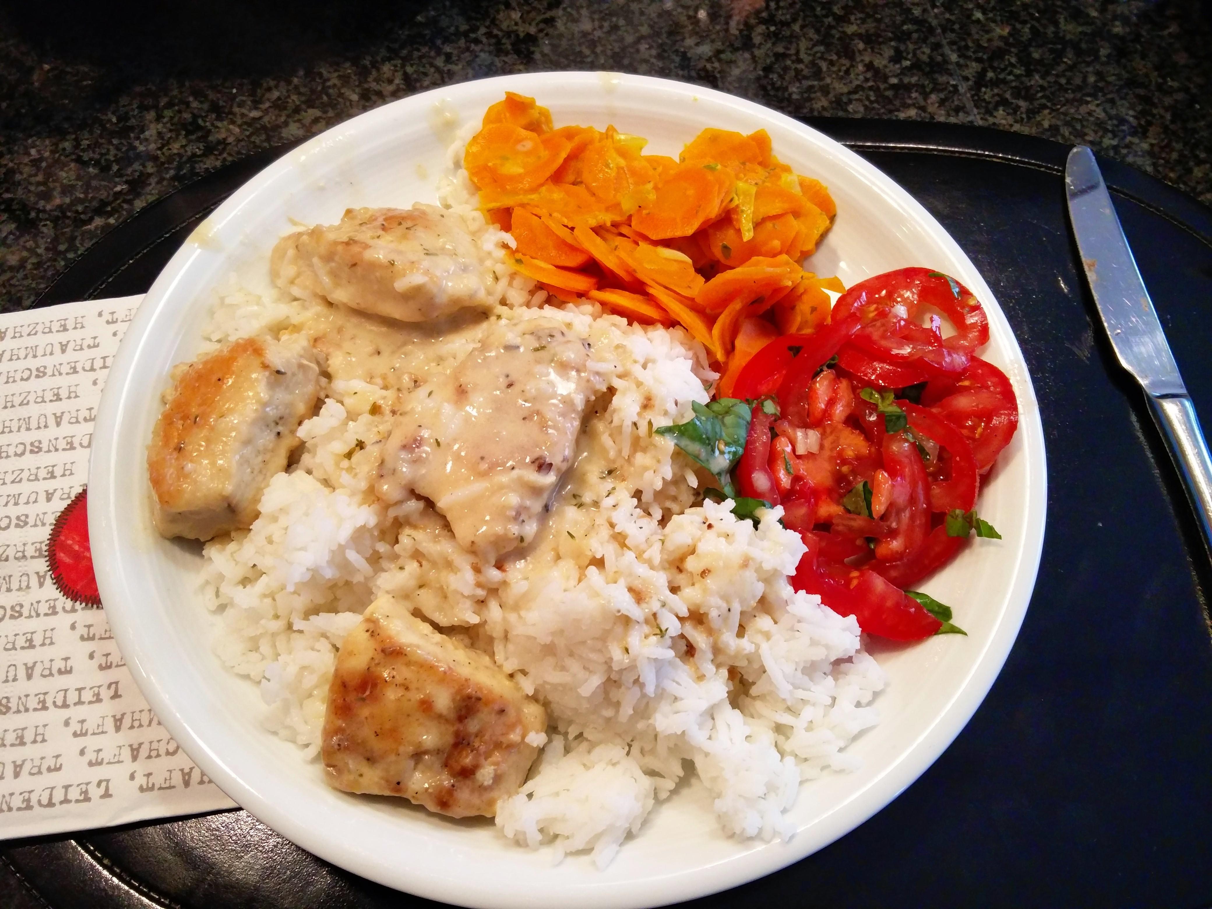 https://foodloader.net/nico_2015-10-18_huehnchenfilets-mit-reis-und-moehrengemuese.jpg