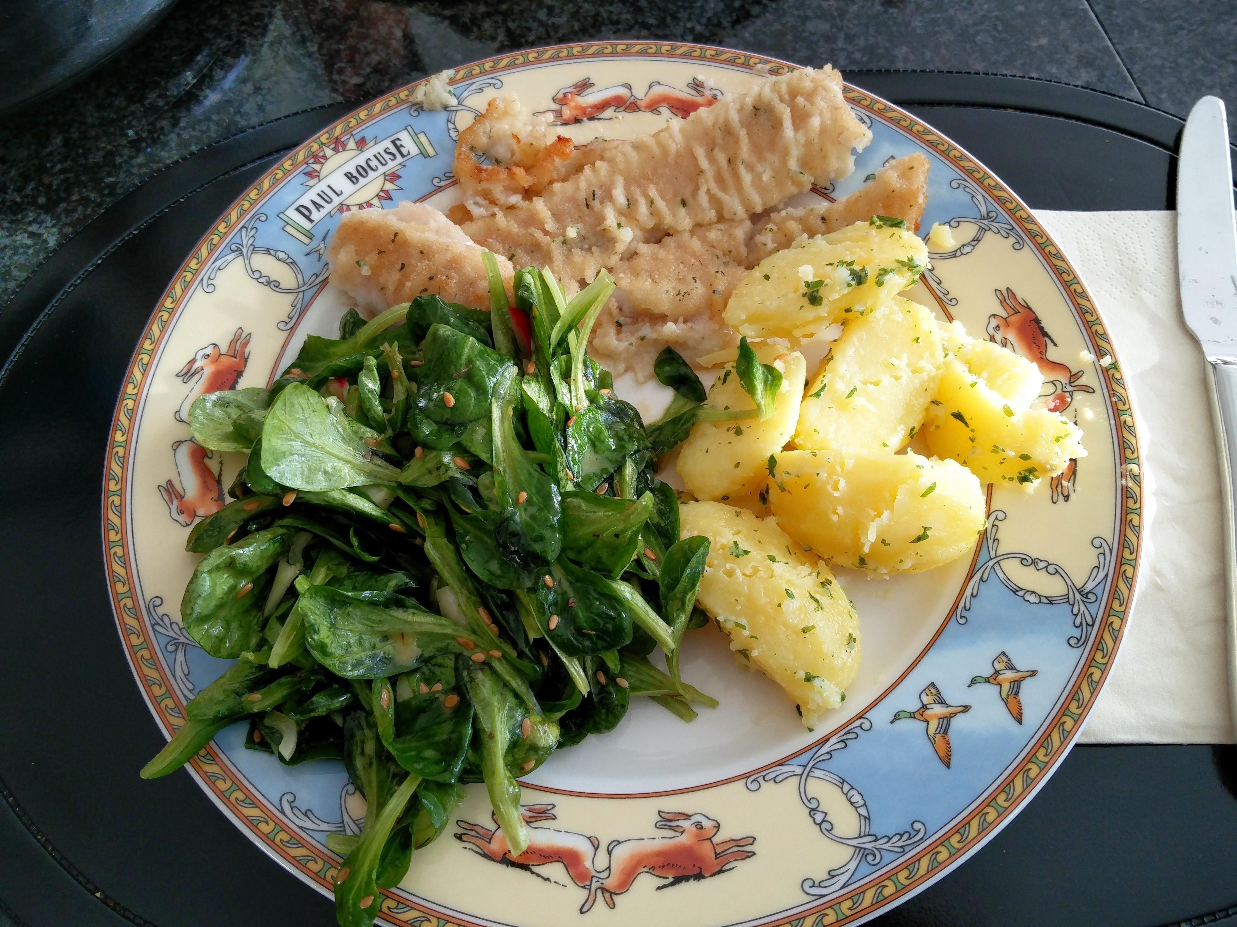 http://foodloader.net/nico_2015-11-08_fisch-kartoffeln-ackersalat.jpg