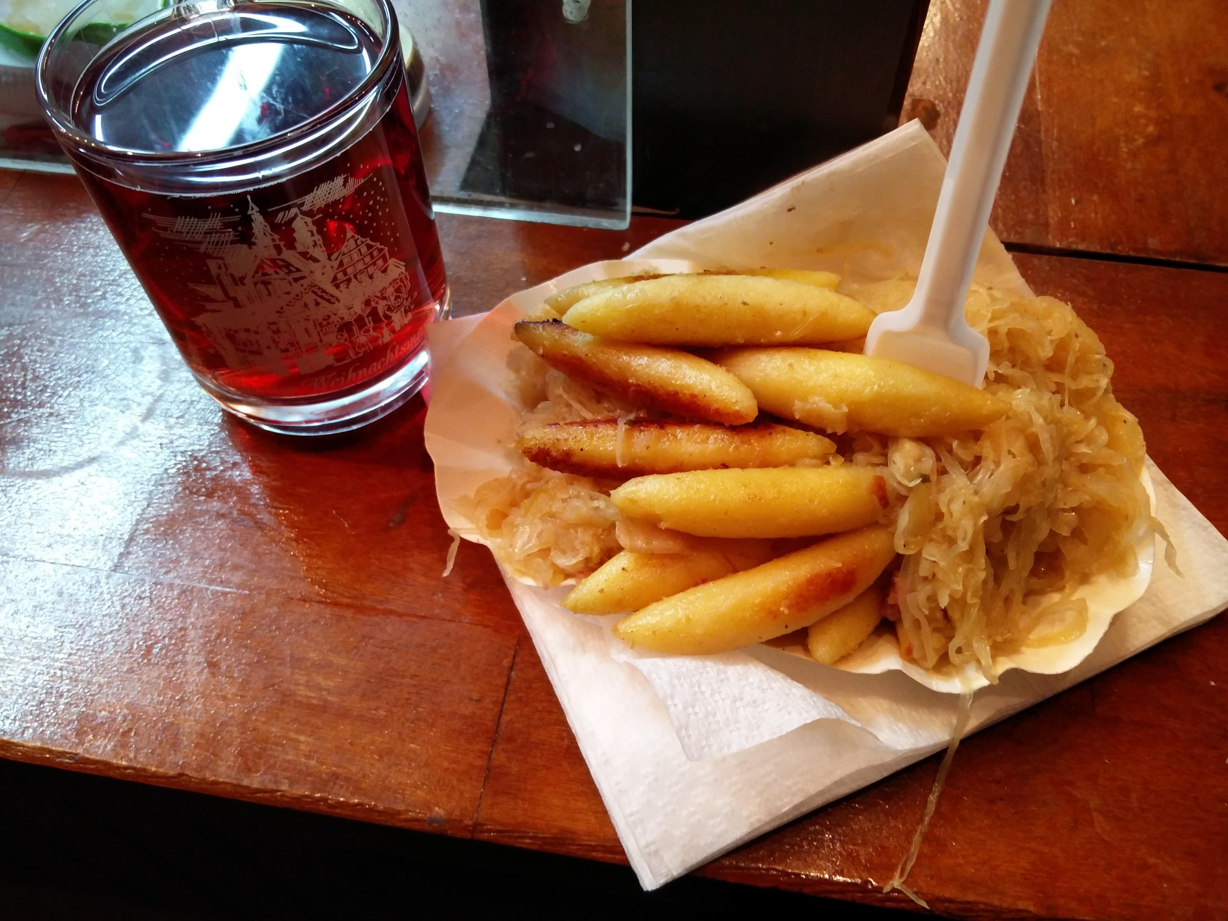 http://foodloader.net/nico_2015-12-03_schupfnudeln-mit-sauerkraut.jpg