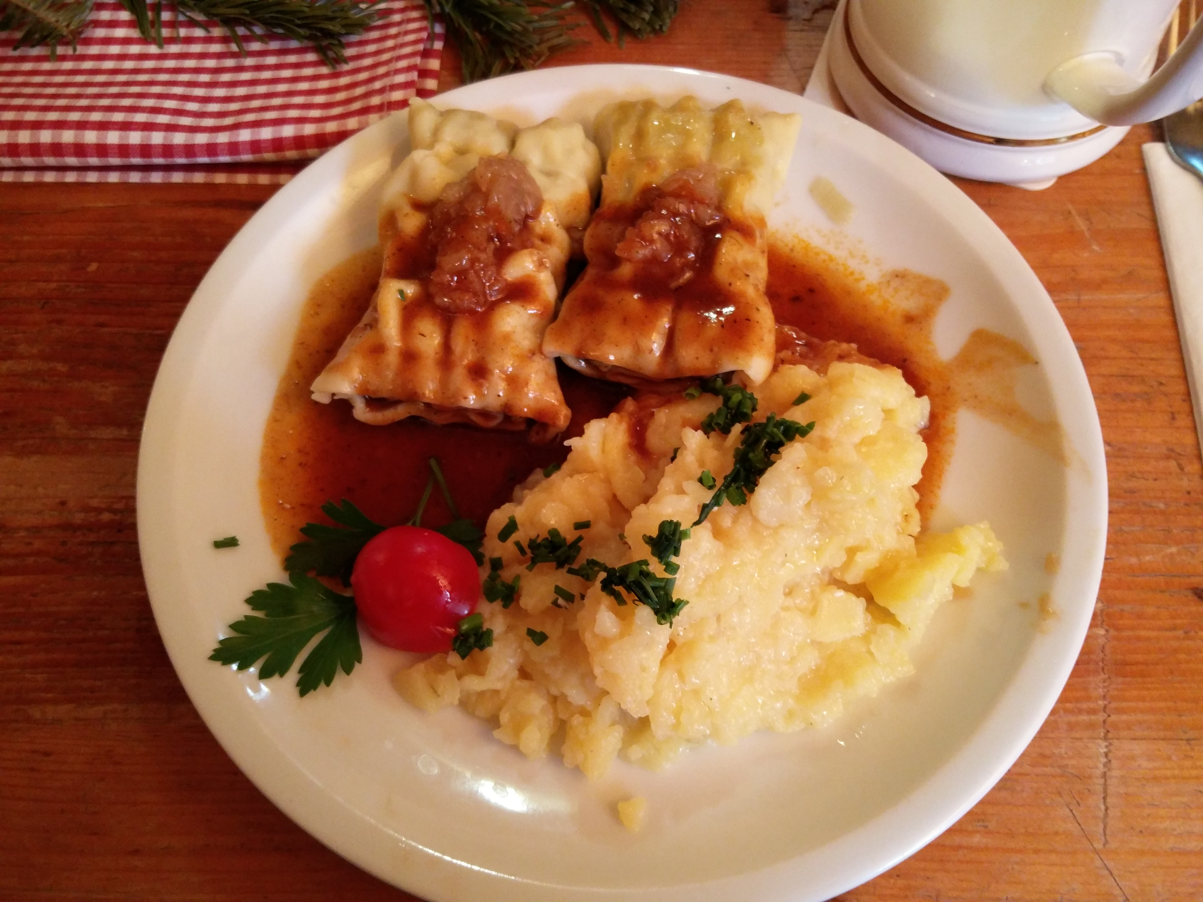 https://foodloader.net/nico_2015-12-17_maultaschen-mit-kartoffelsalat.jpg