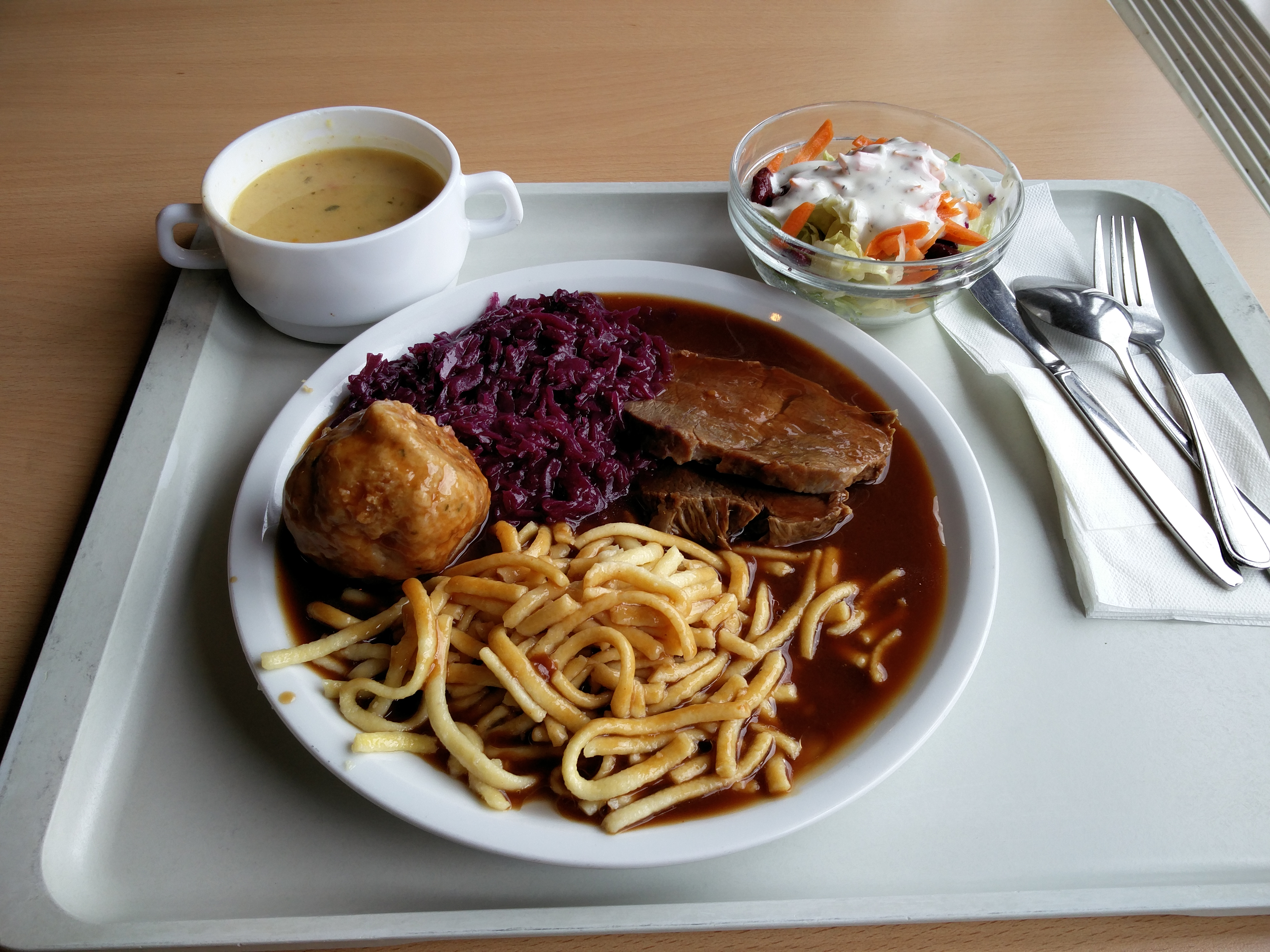 https://foodloader.net/nico_2016-02-03_sauerbraten-spaetzle-knoedel-rotkraut-suppe-salat.jpg