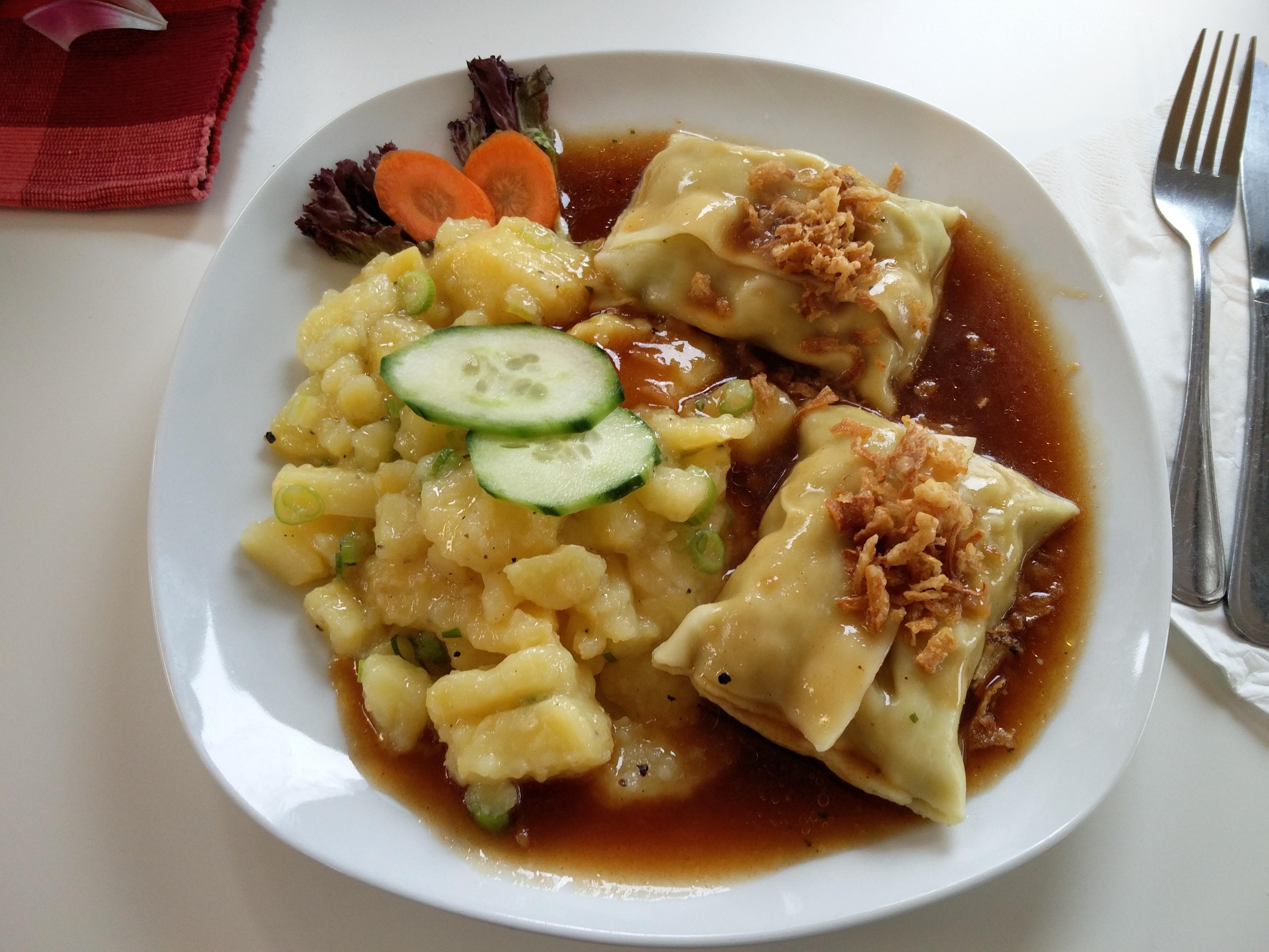 https://foodloader.net/nico_2016-02-29_maultaschen-mit-kartoffelsalat.jpg