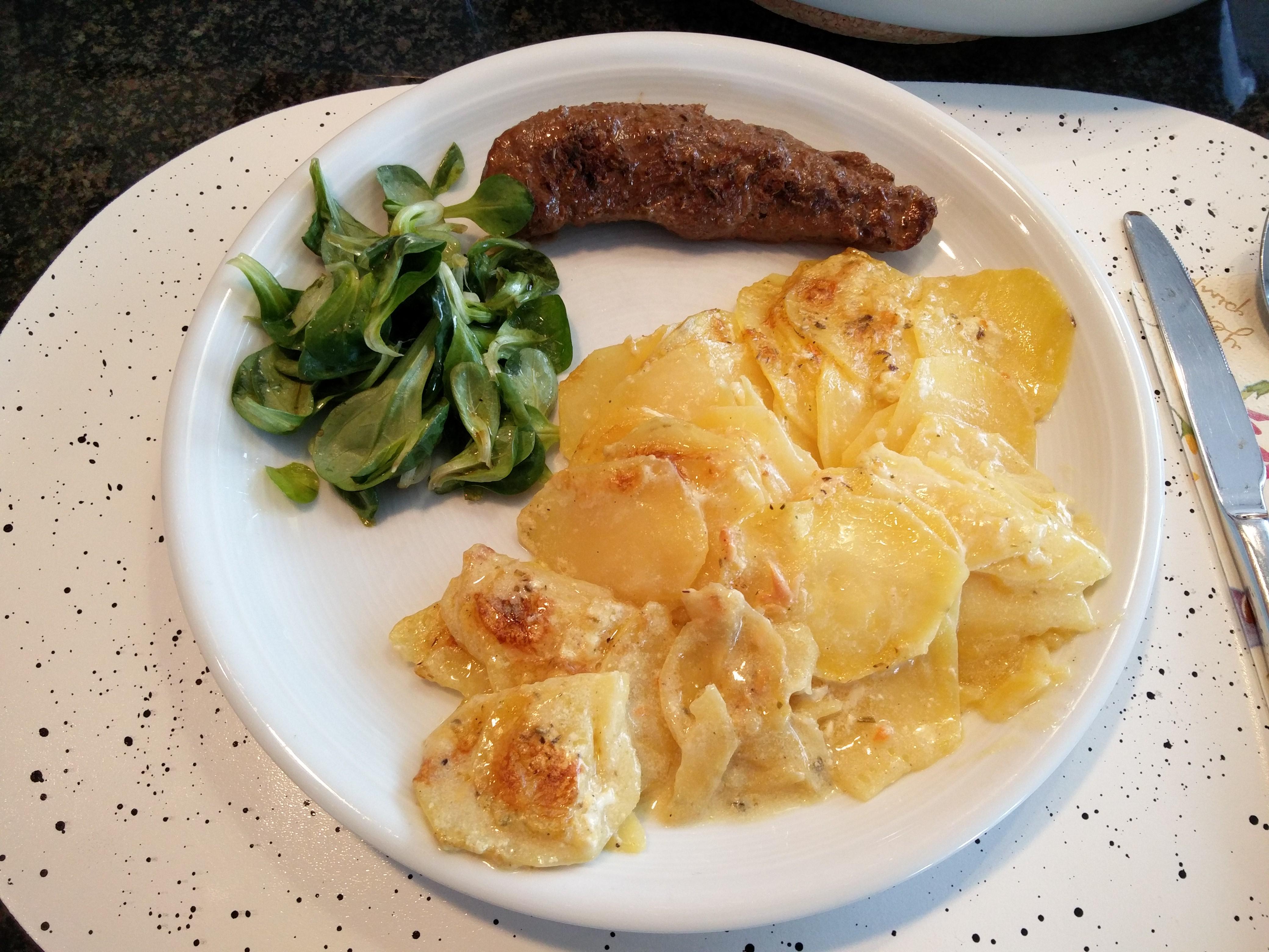 https://foodloader.net/nico_2016-03-27_rindfleisch-kartoffelgratin-ackersalat.jpg