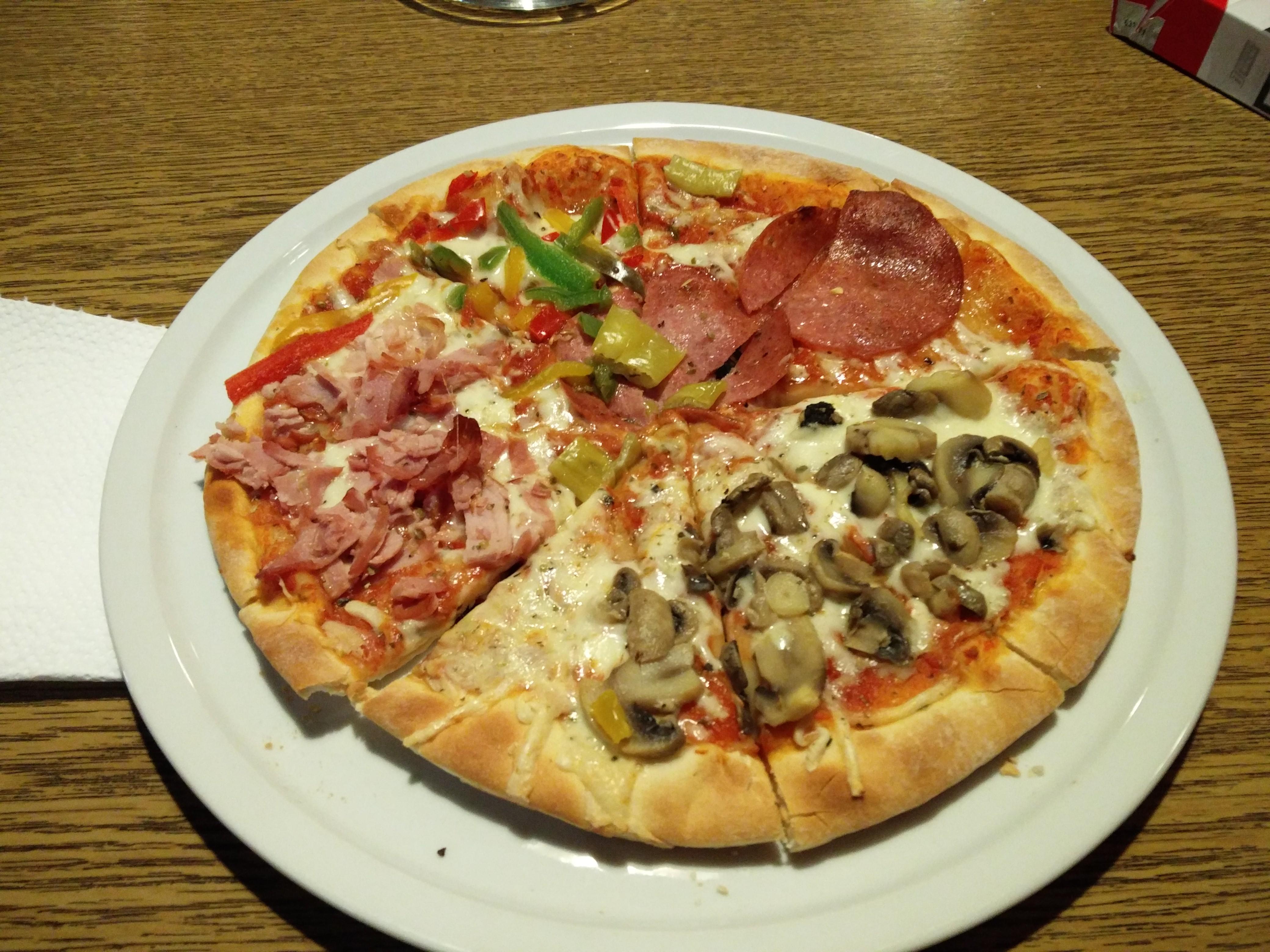 http://foodloader.net/nico_2016-03-29_pizza-vier-jahreszeiten.jpg