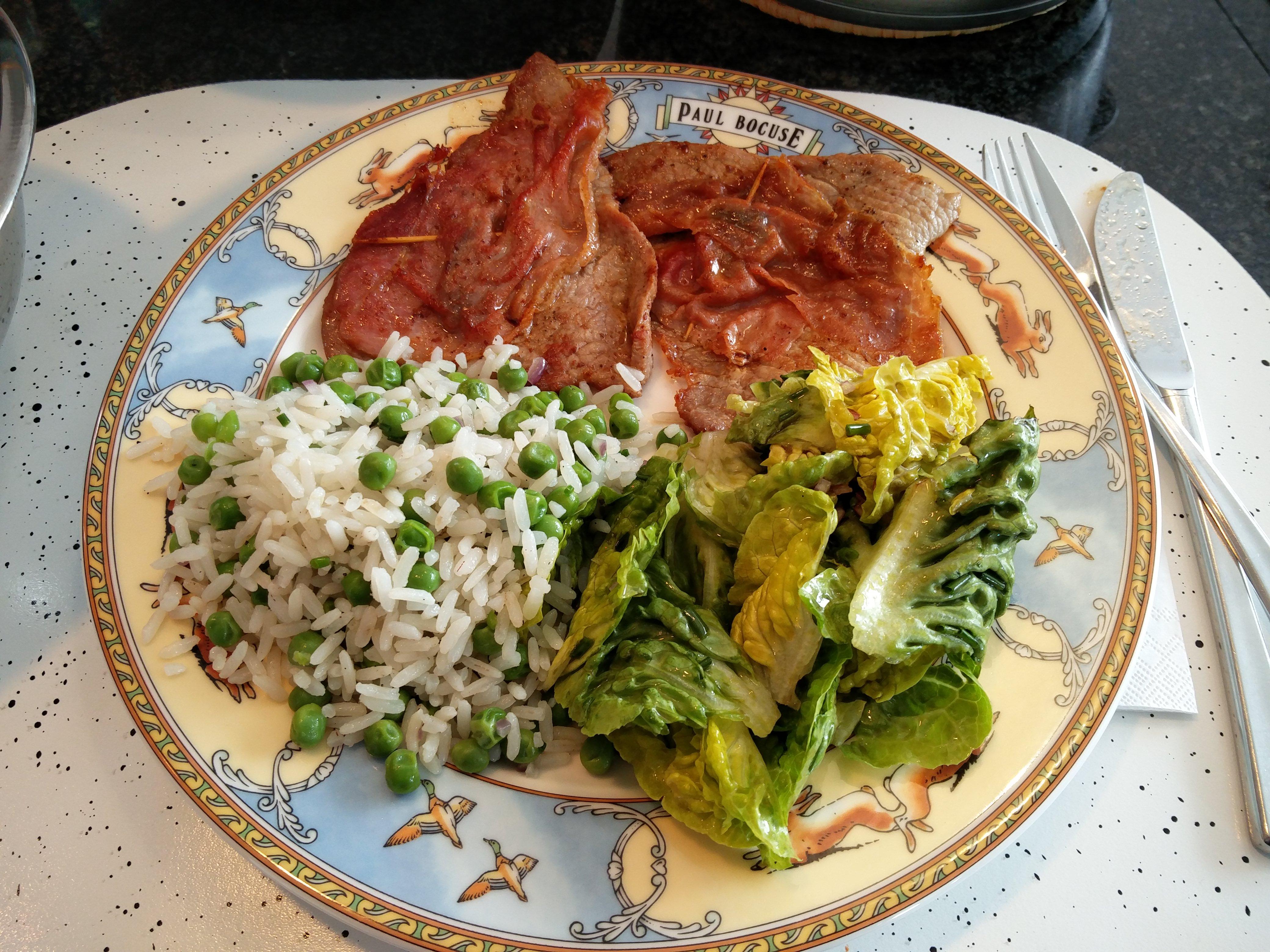 http://foodloader.net/nico_2016-04-10_saltimbocca-mit-reis-und-salat.jpg