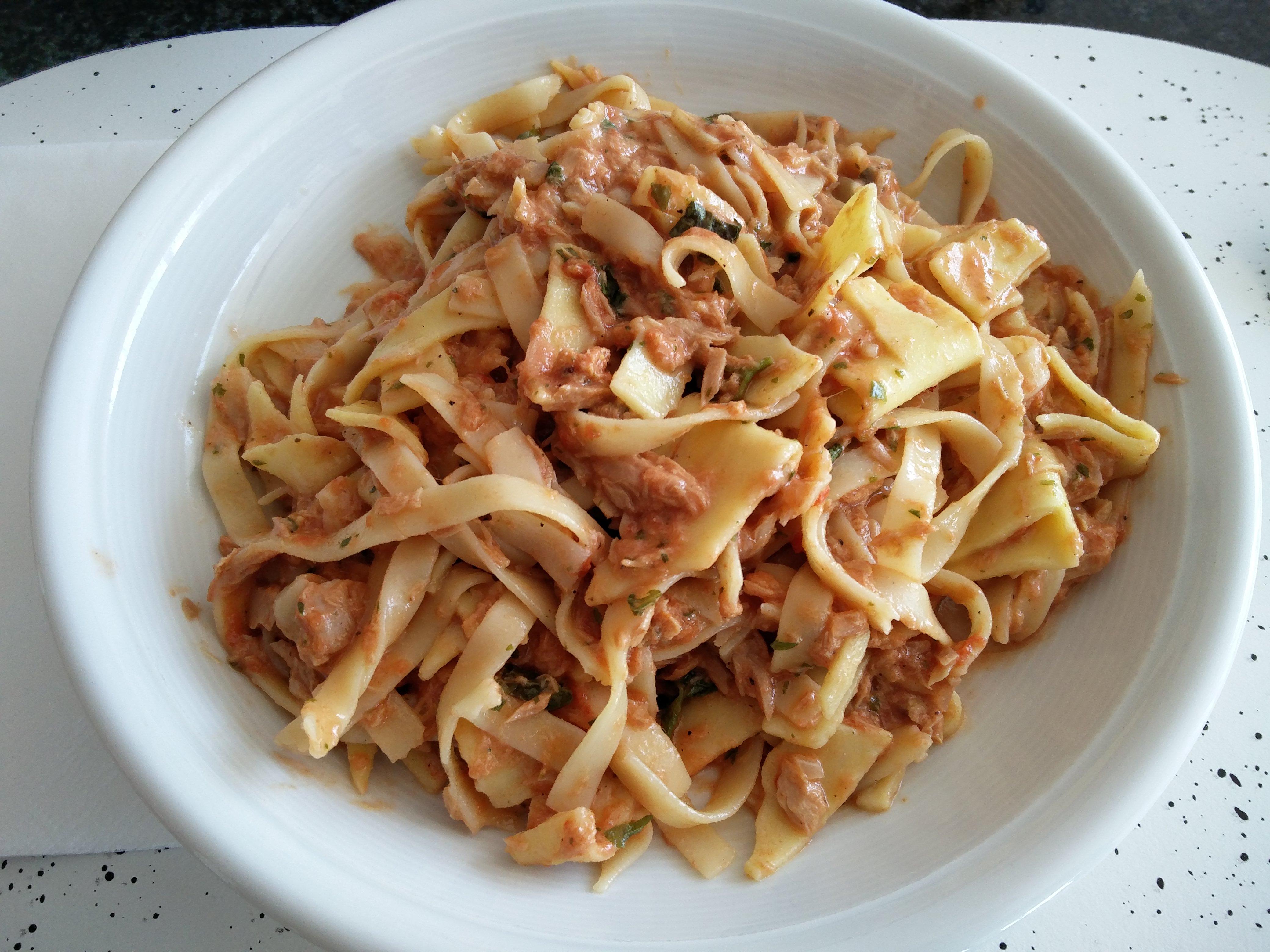 https://foodloader.net/nico_2016-05-06_nudeln-mit-thunfisch-sauce.jpg