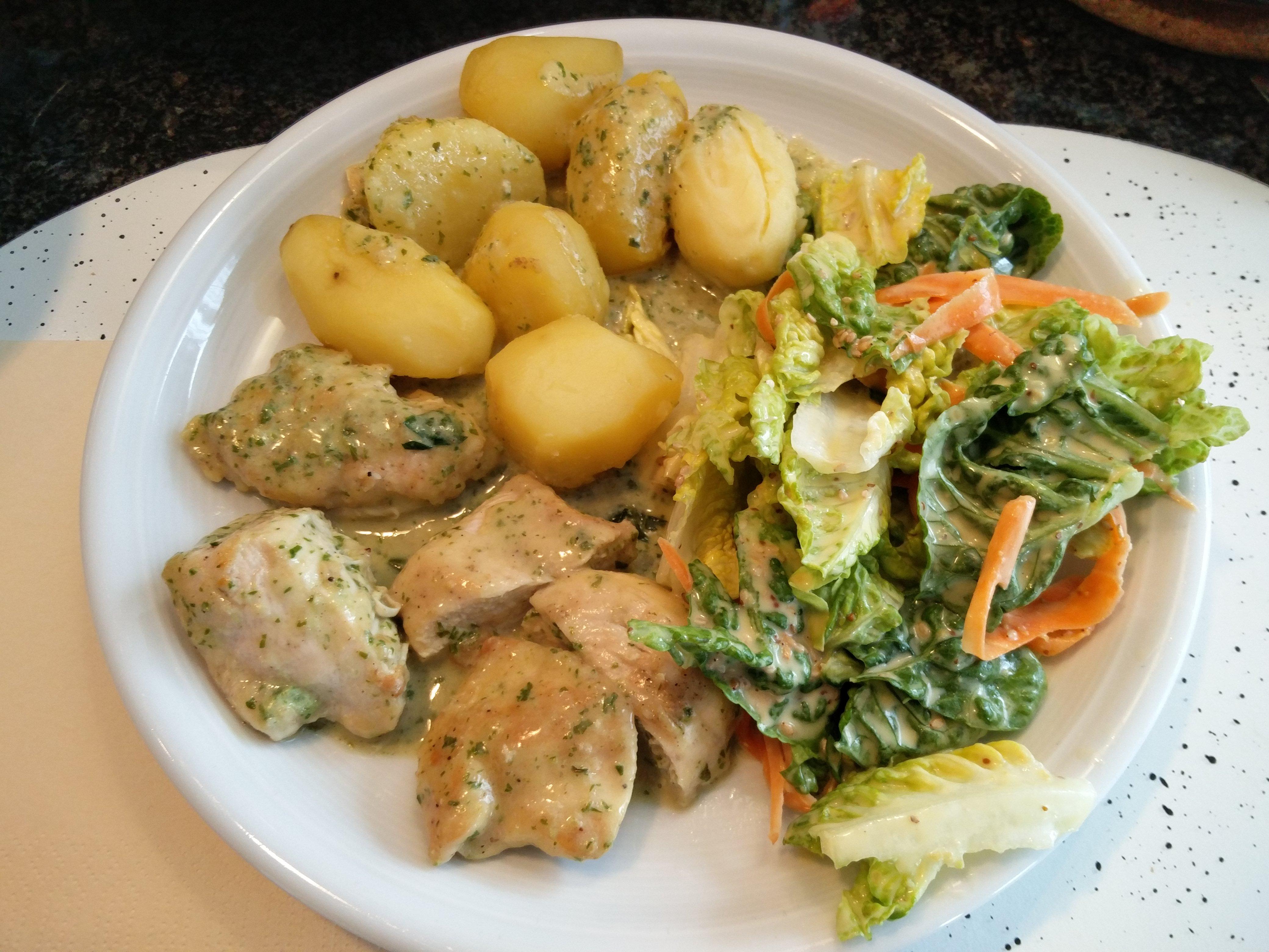 https://foodloader.net/nico_2016-06-11_huehnchenfilet-kartoffeln-salat.jpg