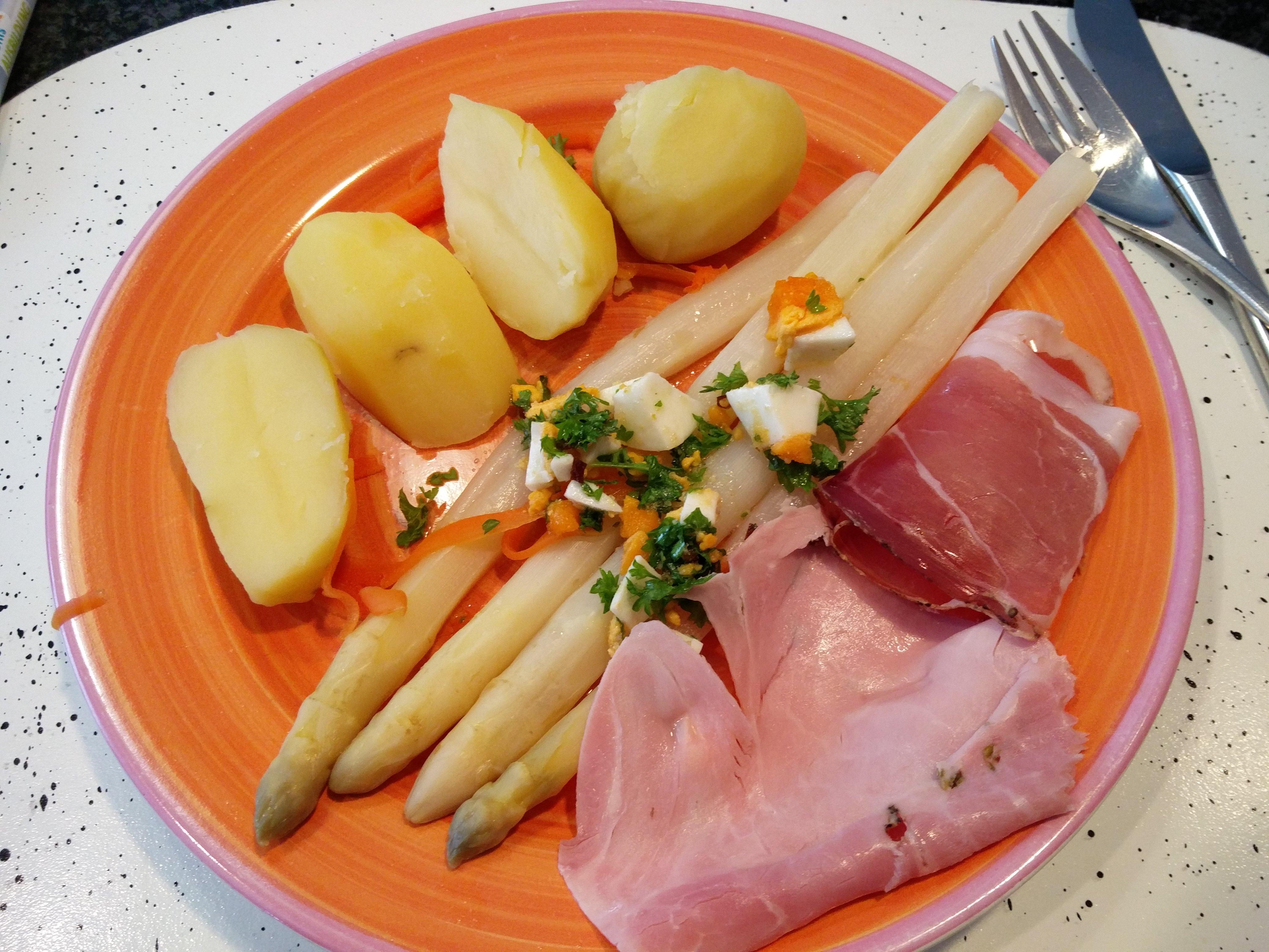 http://foodloader.net/nico_2016-06-21_spargel-schinken-kartoffeln.jpg