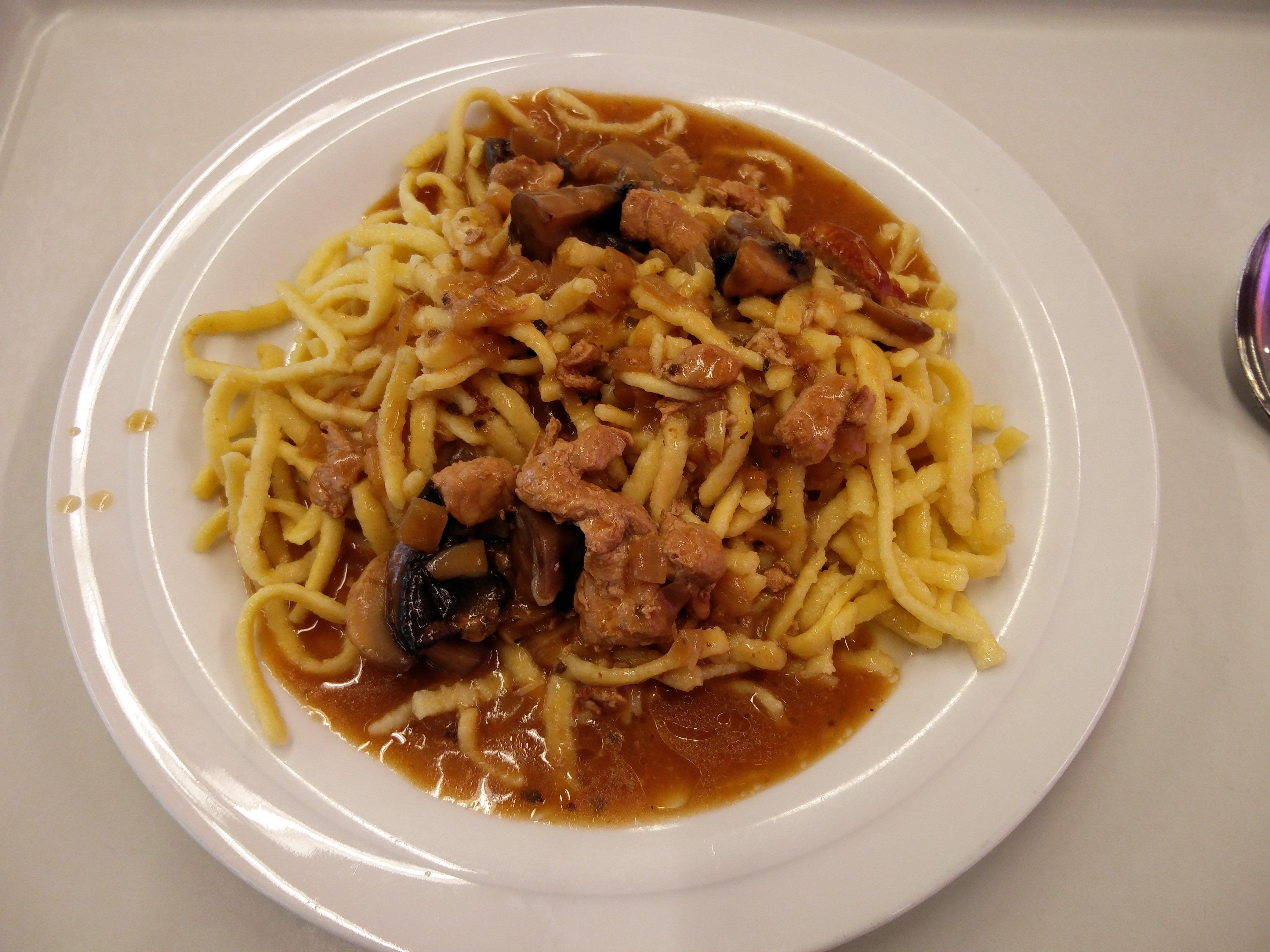 https://foodloader.net/nico_2016-07-01_spaetzle-mit-fleisch-und-sauce.jpg
