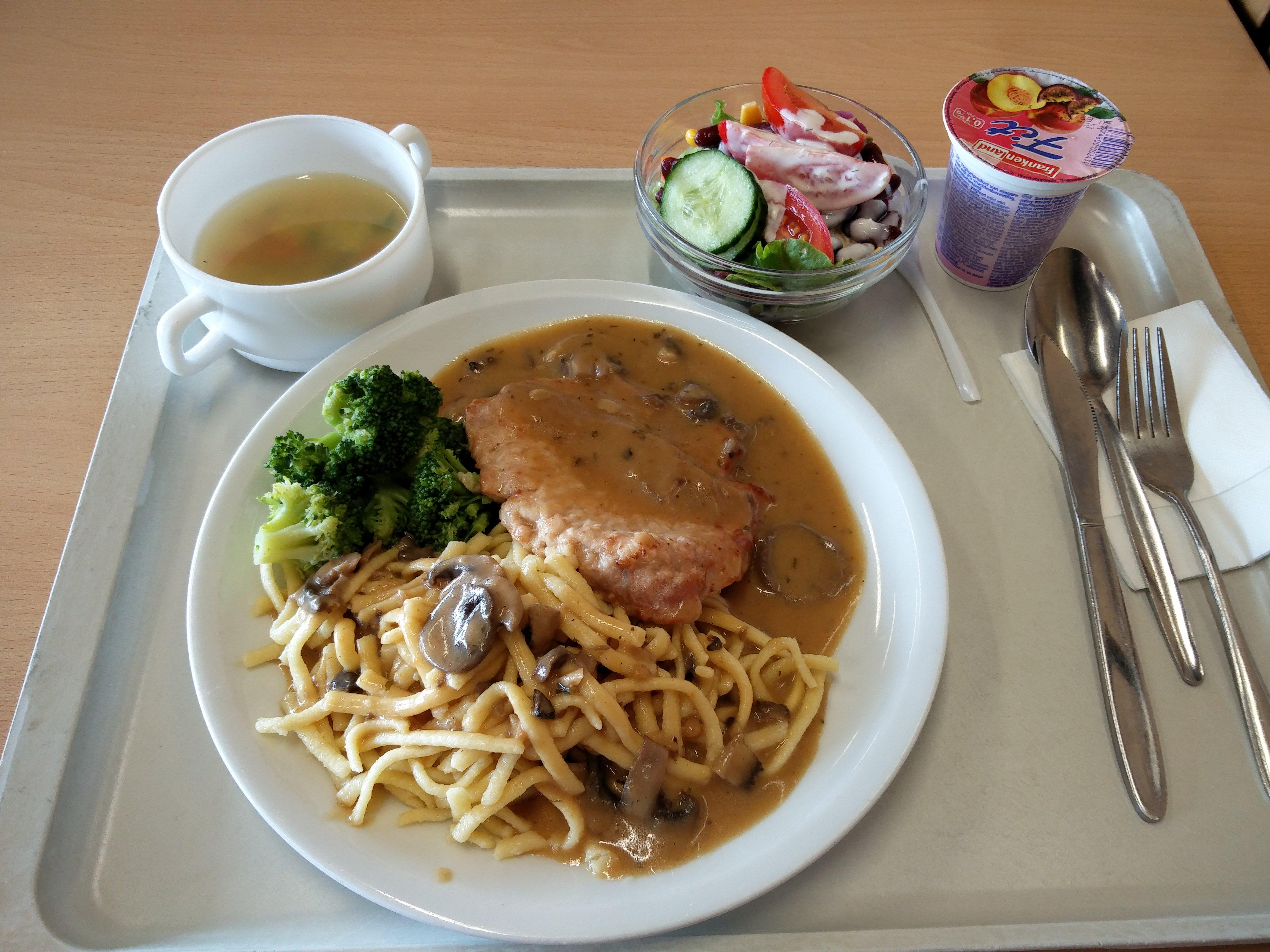 http://foodloader.net/nico_2016-07-26_schweinesteak-spaetzle-brokkoli-suppe-salat-und-joghurt.jpg
