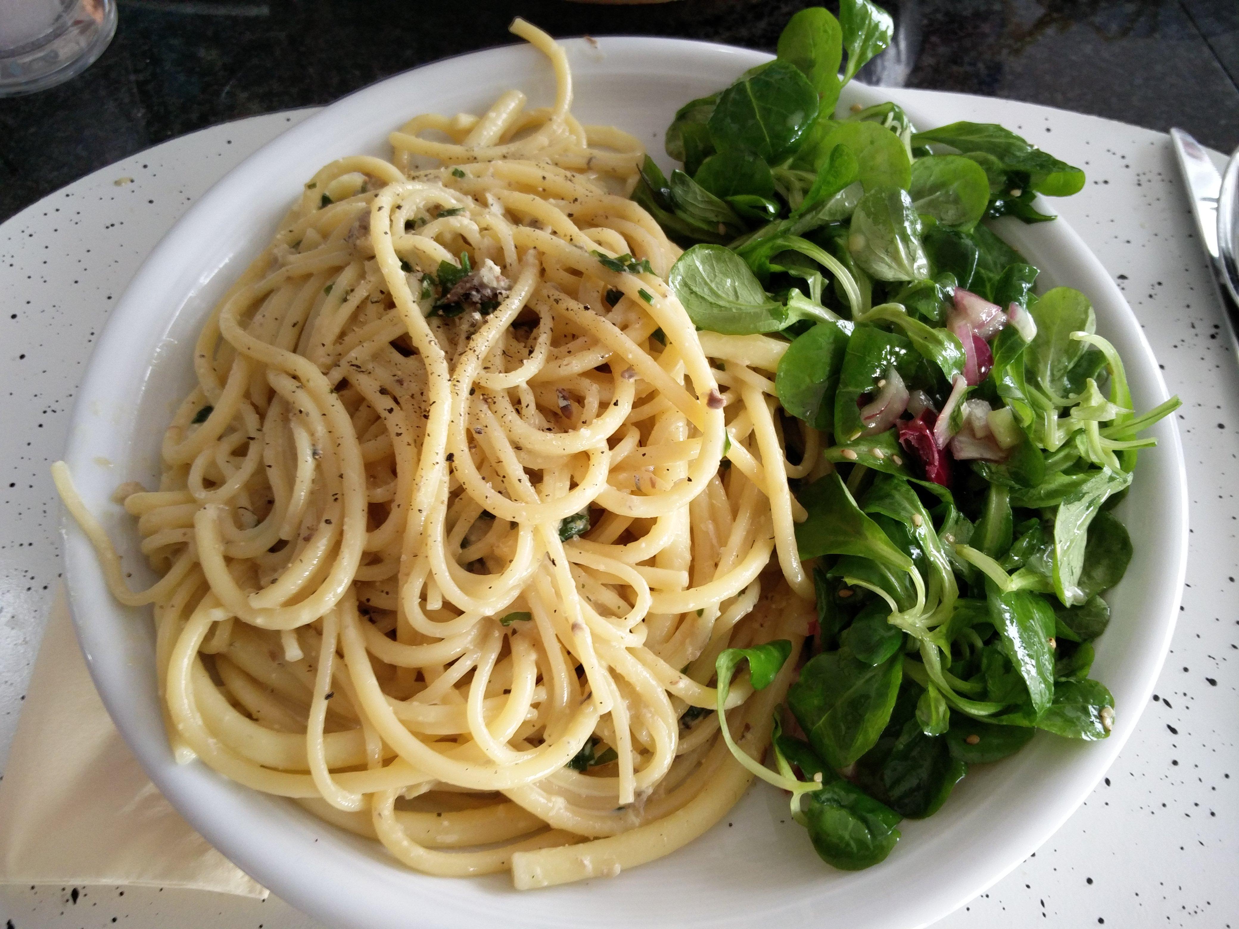https://foodloader.net/nico_2016-07-31_nudeln-mit-sardinen-sauce-und-ackersalat.jpg