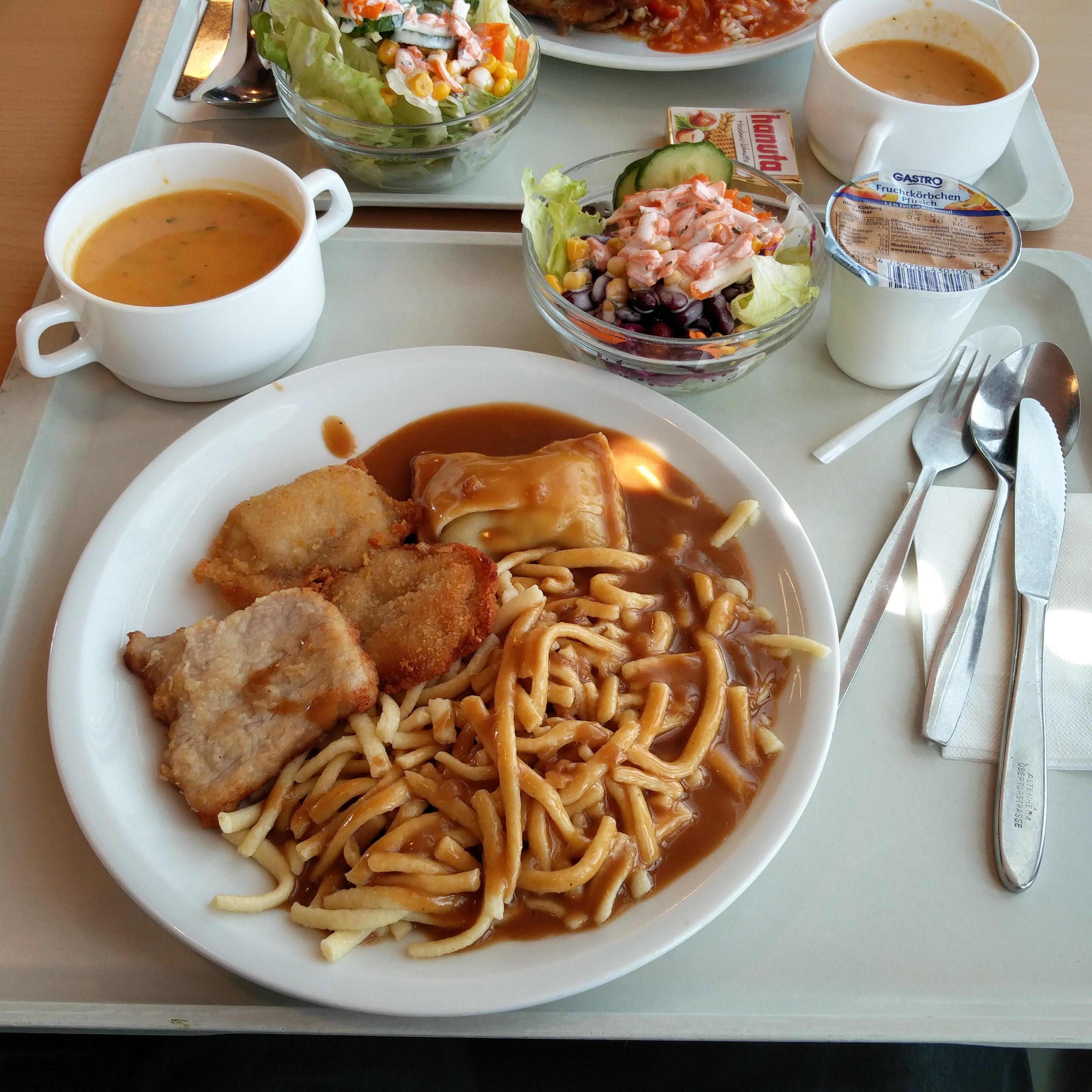 http://foodloader.net/nico_2016-08-11_schwabenteller-mit-spaetzle-suppe-salat-und-joghurt.jpg