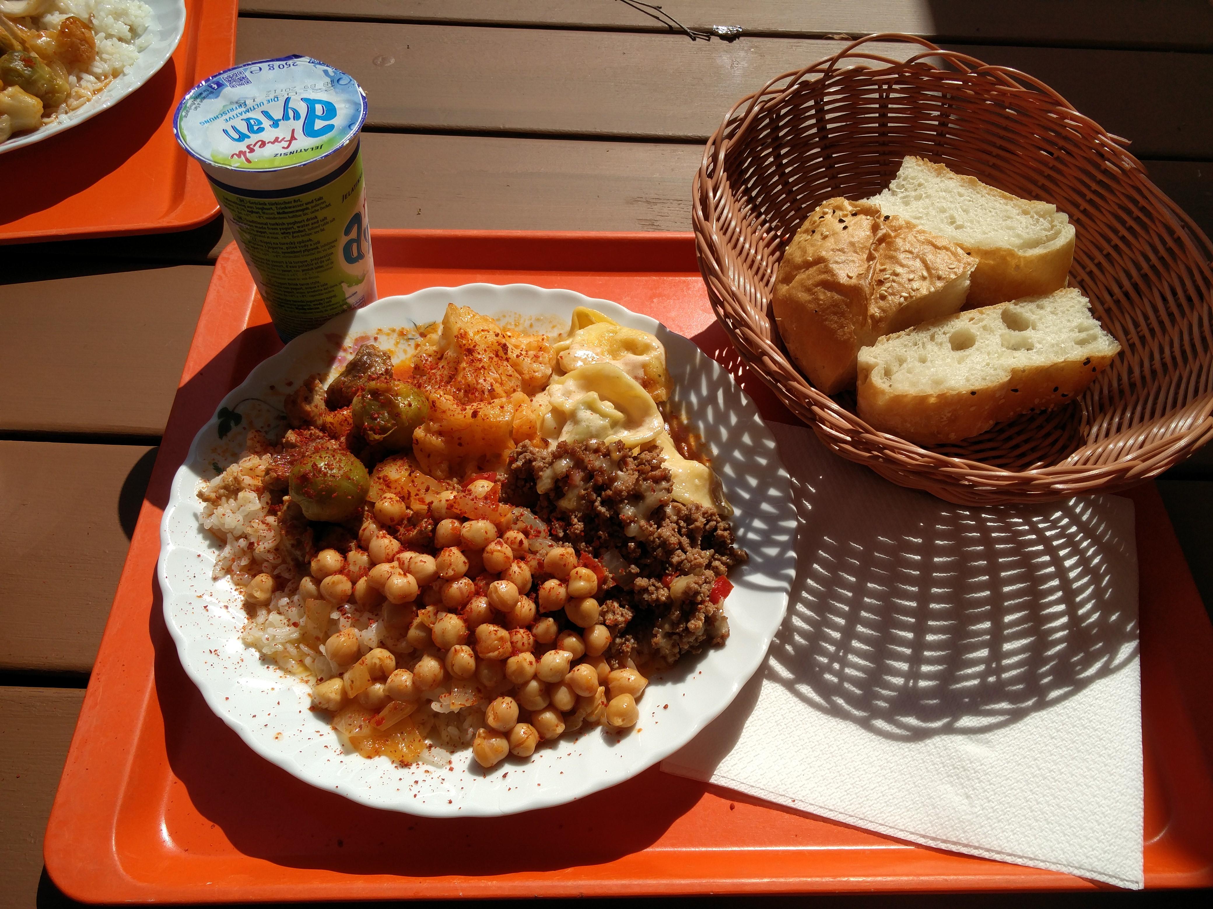 https://foodloader.net/nico_2016-08-19_reis-fleisch-gemuese-tortellini-kichererbsen-brot.jpg