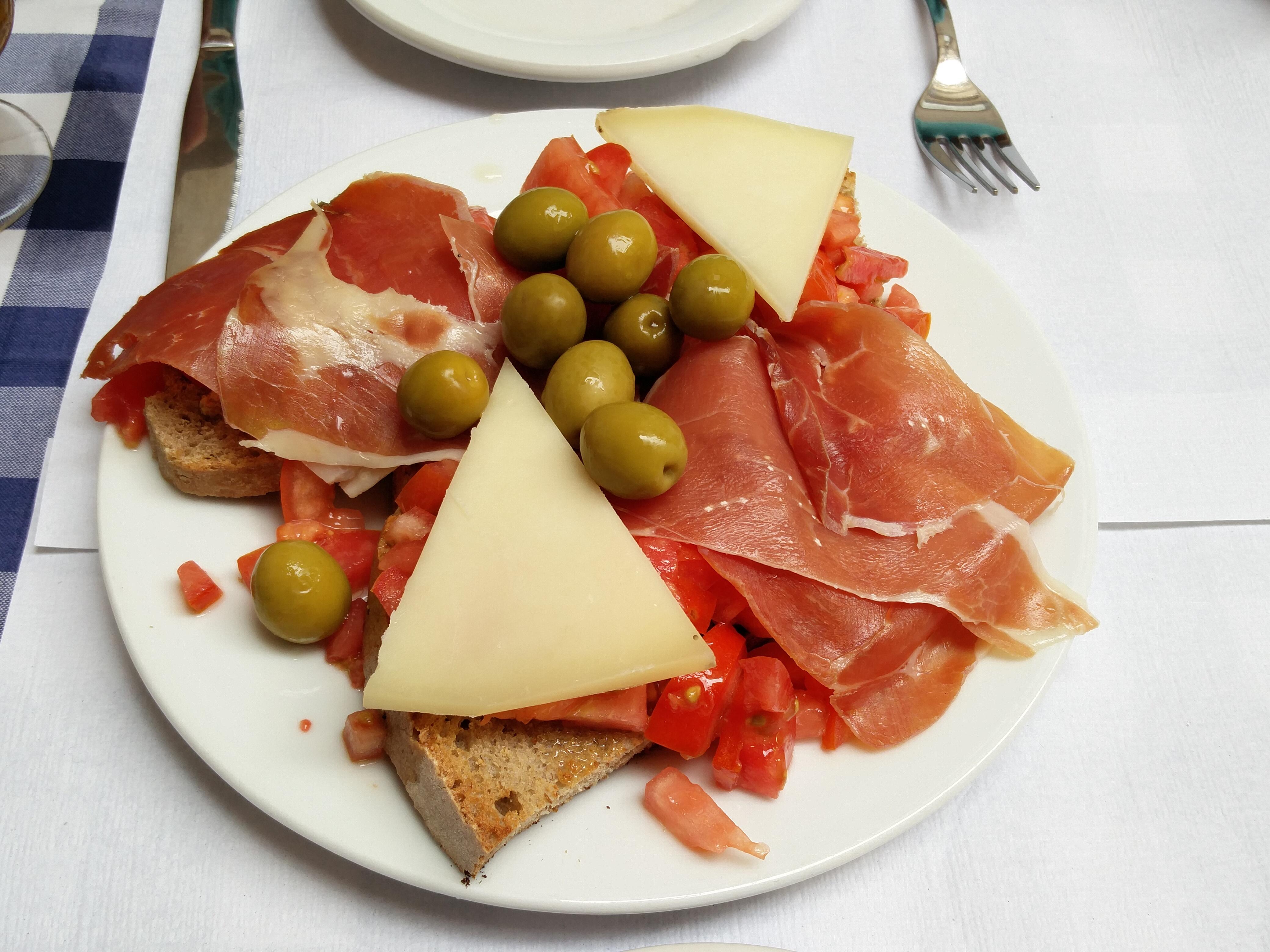 http://foodloader.net/nico_2016-09-18_brot-schinken-tomaten-oliven-kaese.jpg