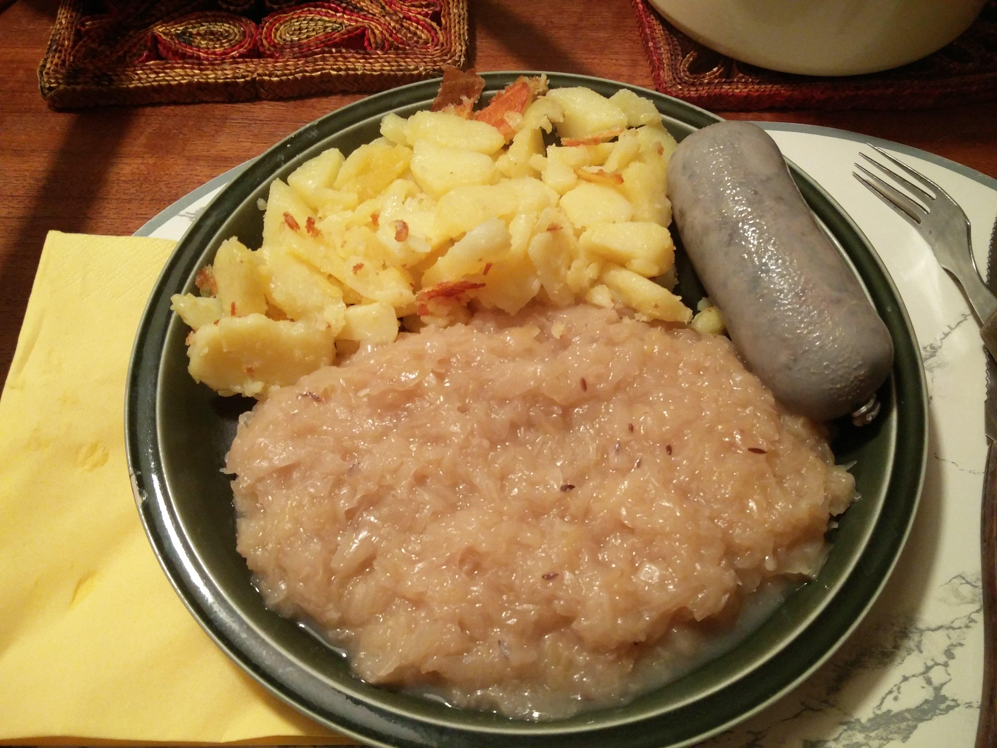 https://foodloader.net/nico_2016-11-09_leberwurst-bratkartoffeln-sauerkraut.jpg