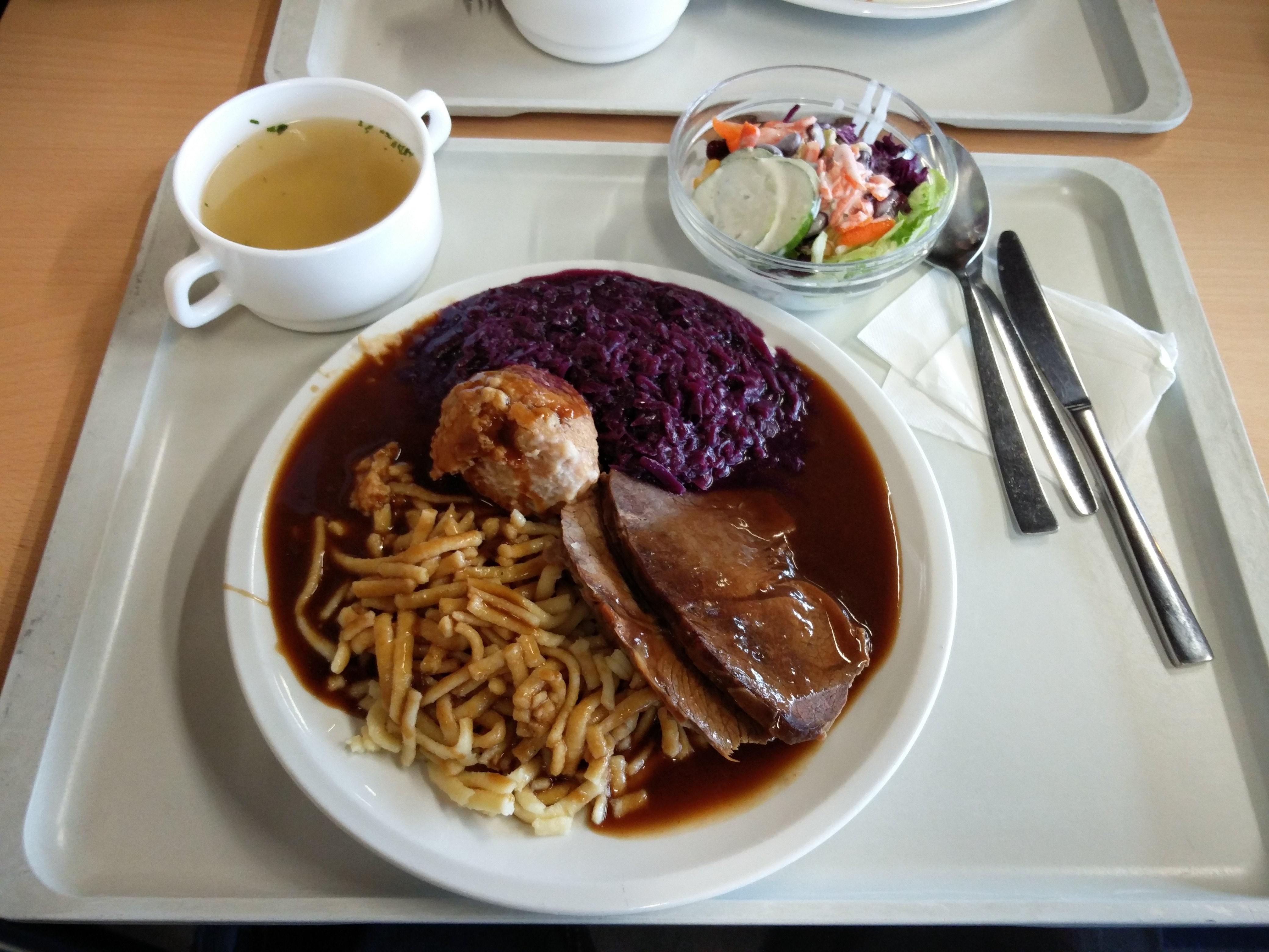 http://foodloader.net/nico_2016-11-16_sauerbraten-spaetzle-rotkraut-knoedel-suppe-salat.jpg