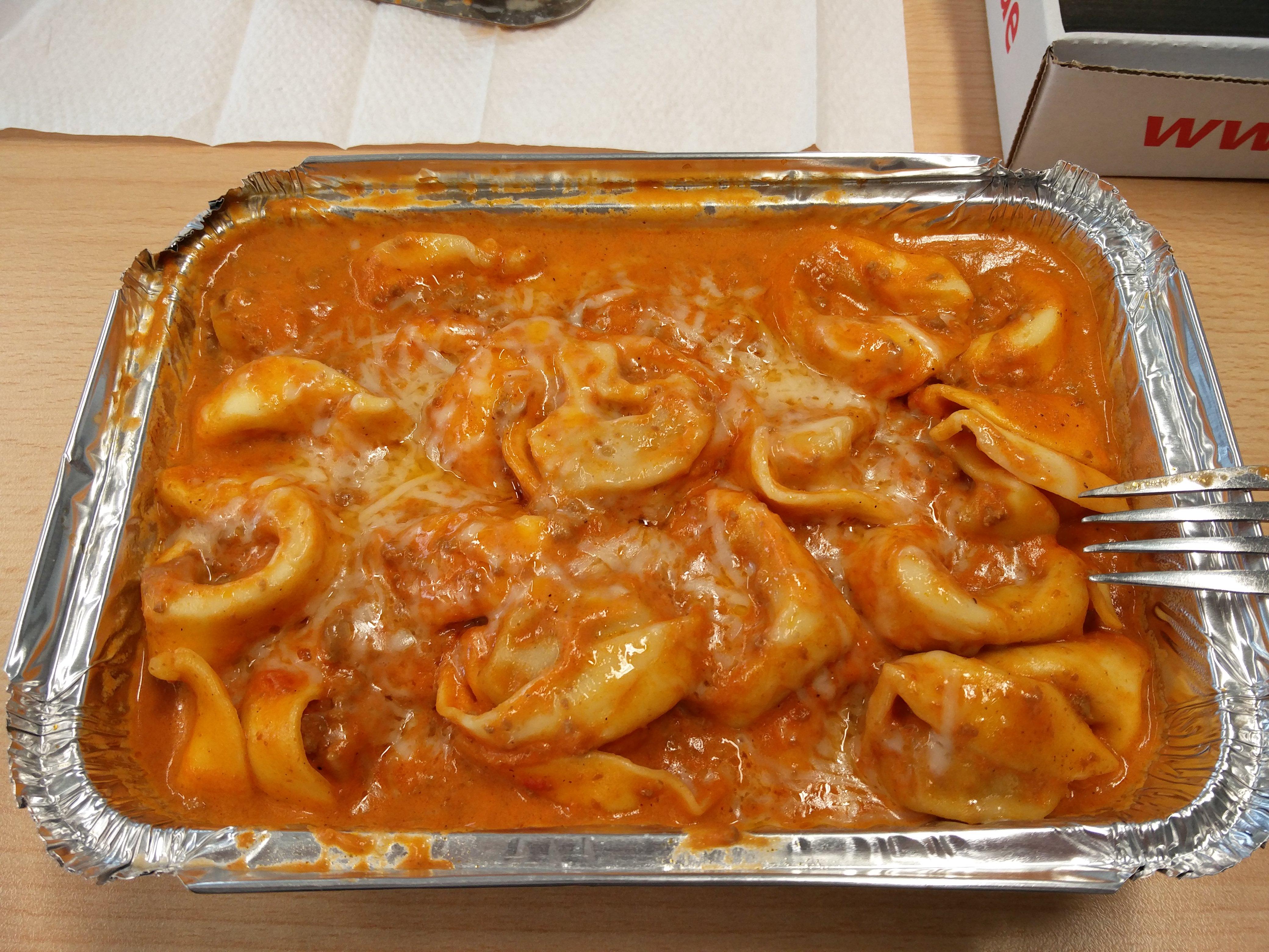 https://foodloader.net/nico_2016-11-23_tortelloni-in-bolognese-sauce.jpg