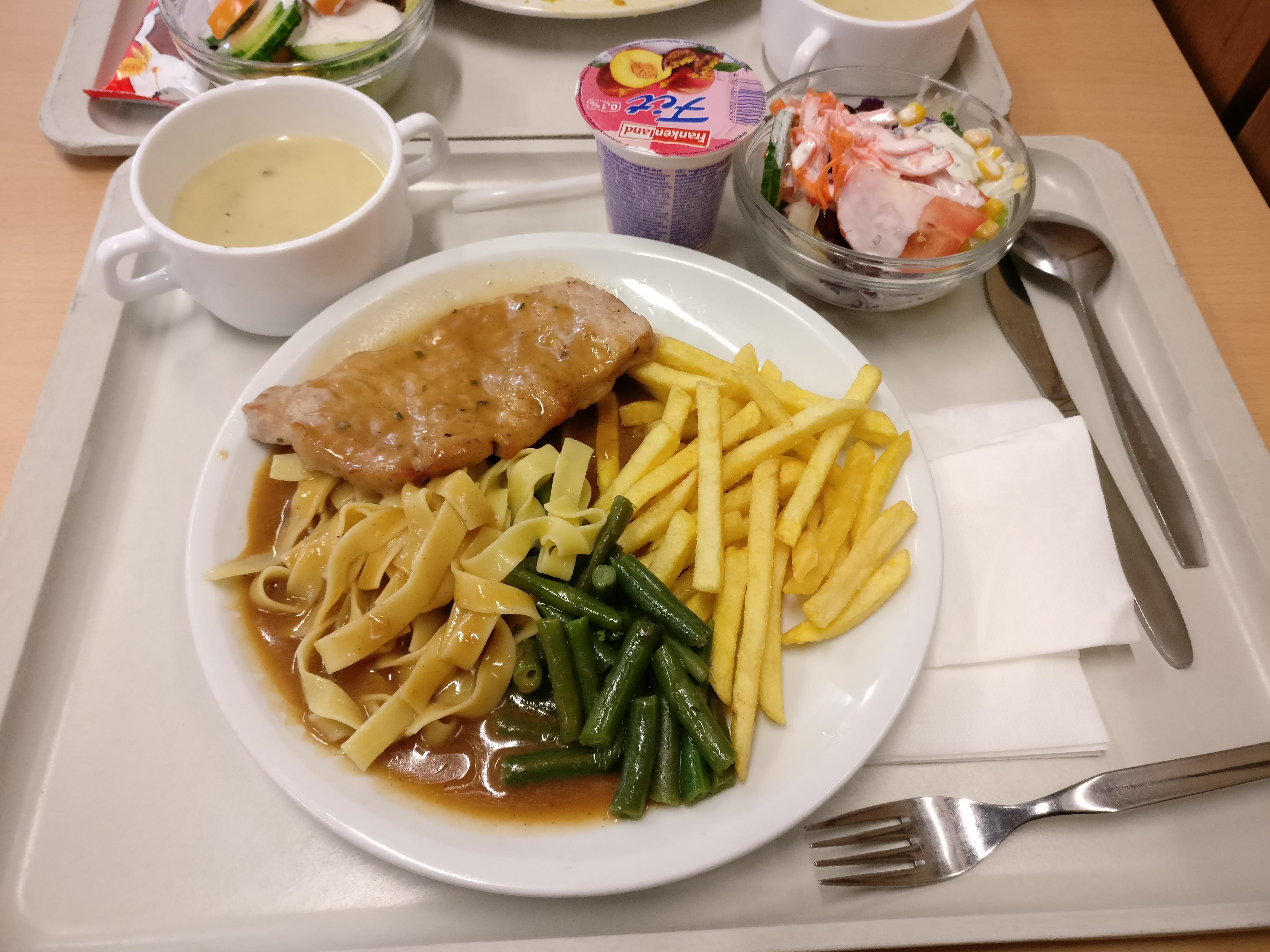 https://foodloader.net/nico_2016-12-08_rueckensteak-mit-pommes-nudeln-bohnen-suppe-salat-und-joghurt.jpg