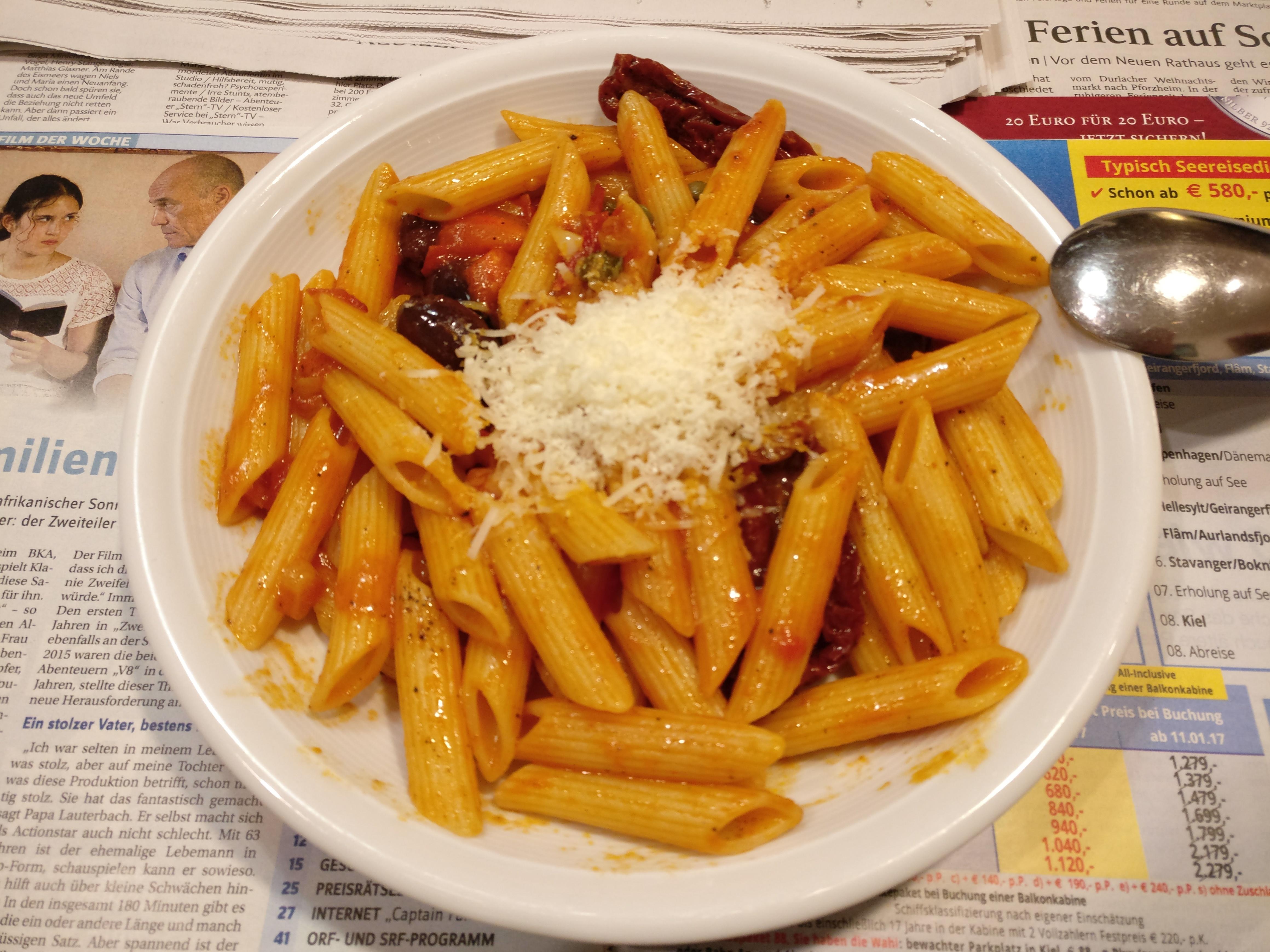 http://foodloader.net/nico_2016-12-29_penne-mit-olivenoil-tomaten-sauce.jpg