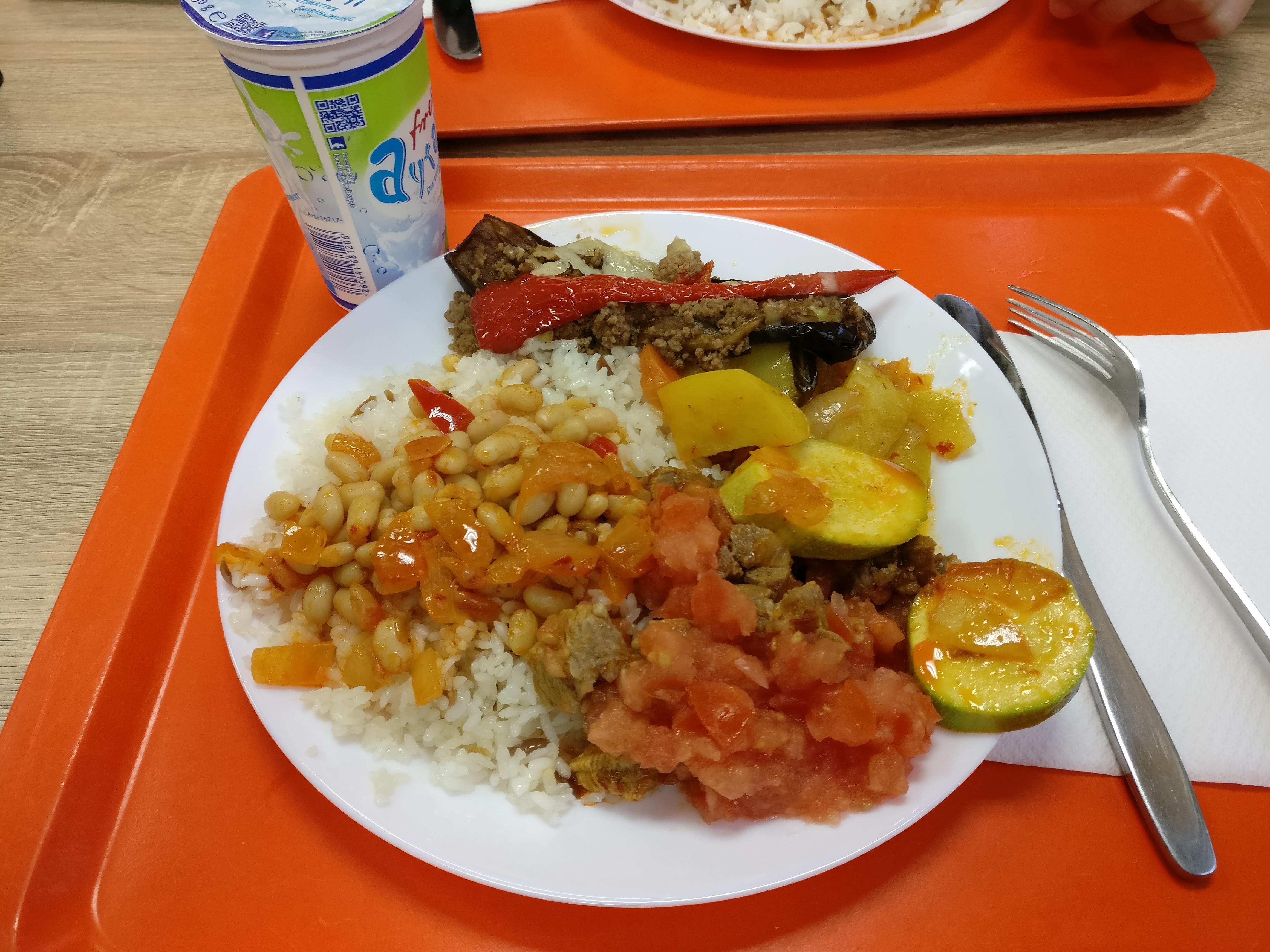 https://foodloader.net/nico_2016-12-30_reis-fleisch-gemuese-gefuellte-aubergine-bohnen.jpg