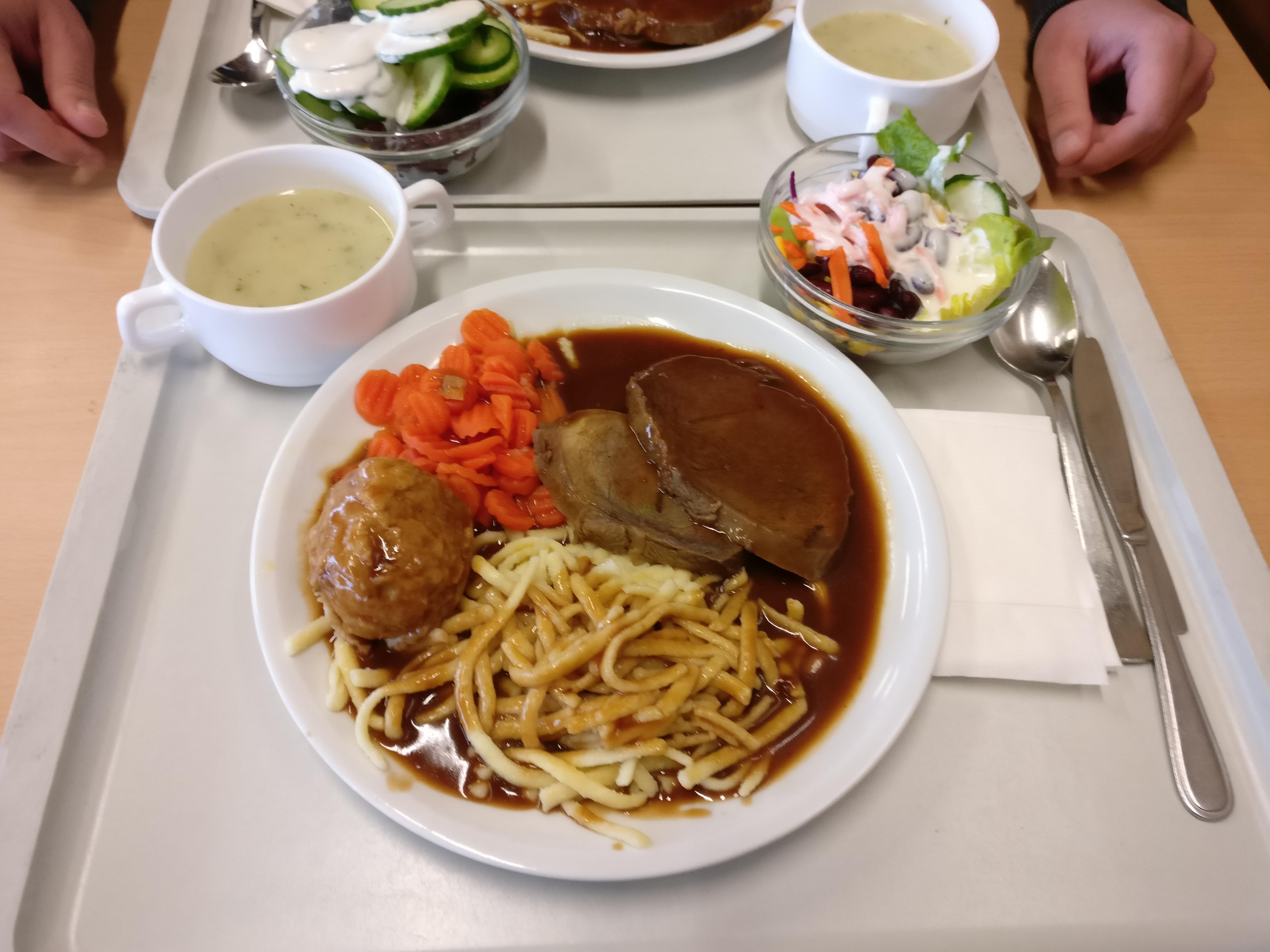 https://foodloader.net/nico_2017-01-25_sauerbraten-knoedel-spaetzle-gemuese-suppe-salat.jpg