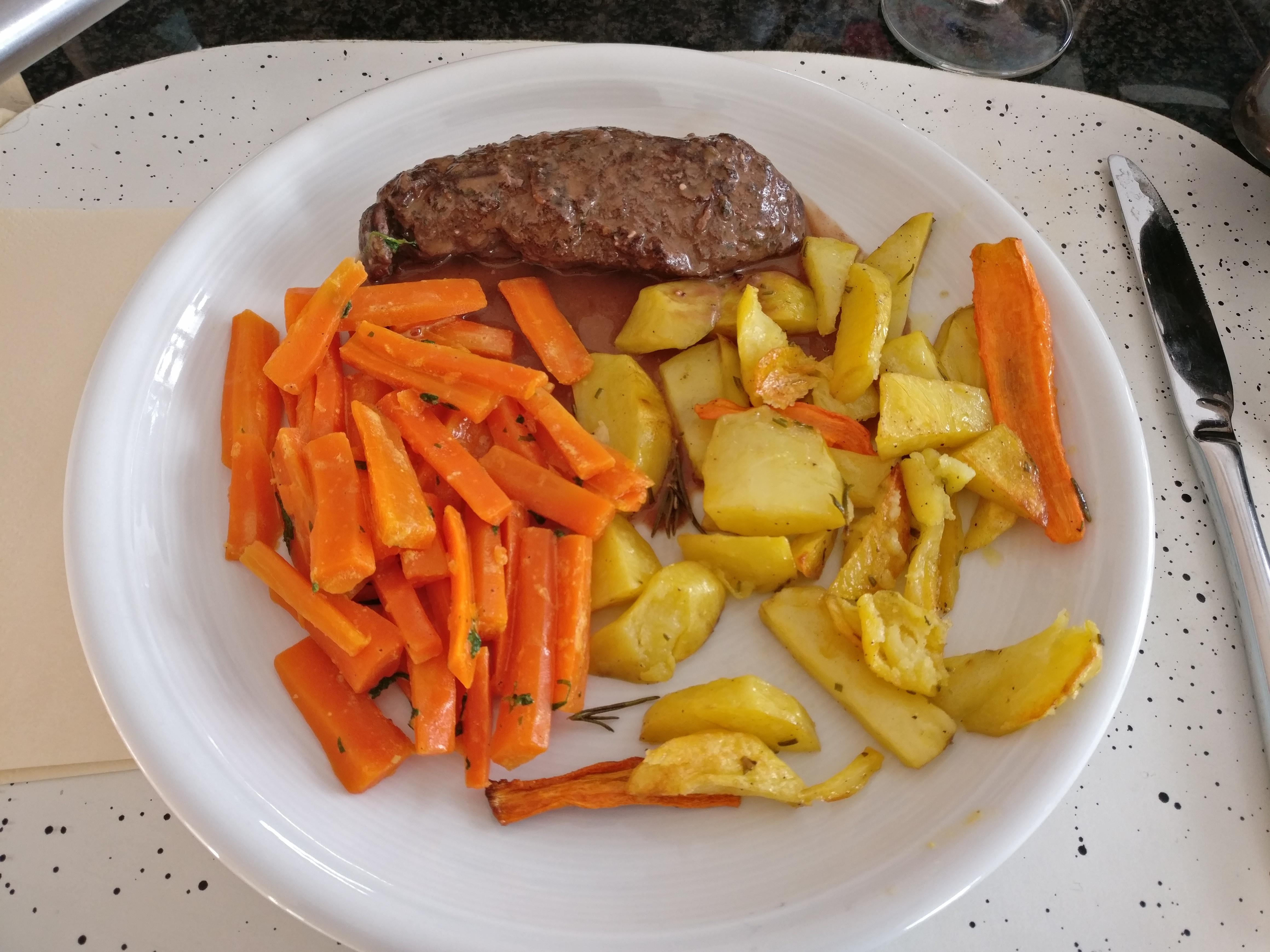 https://foodloader.net/nico_2017-01-29_rindfleisch-mit-karotten-und-kartoffeln.jpg