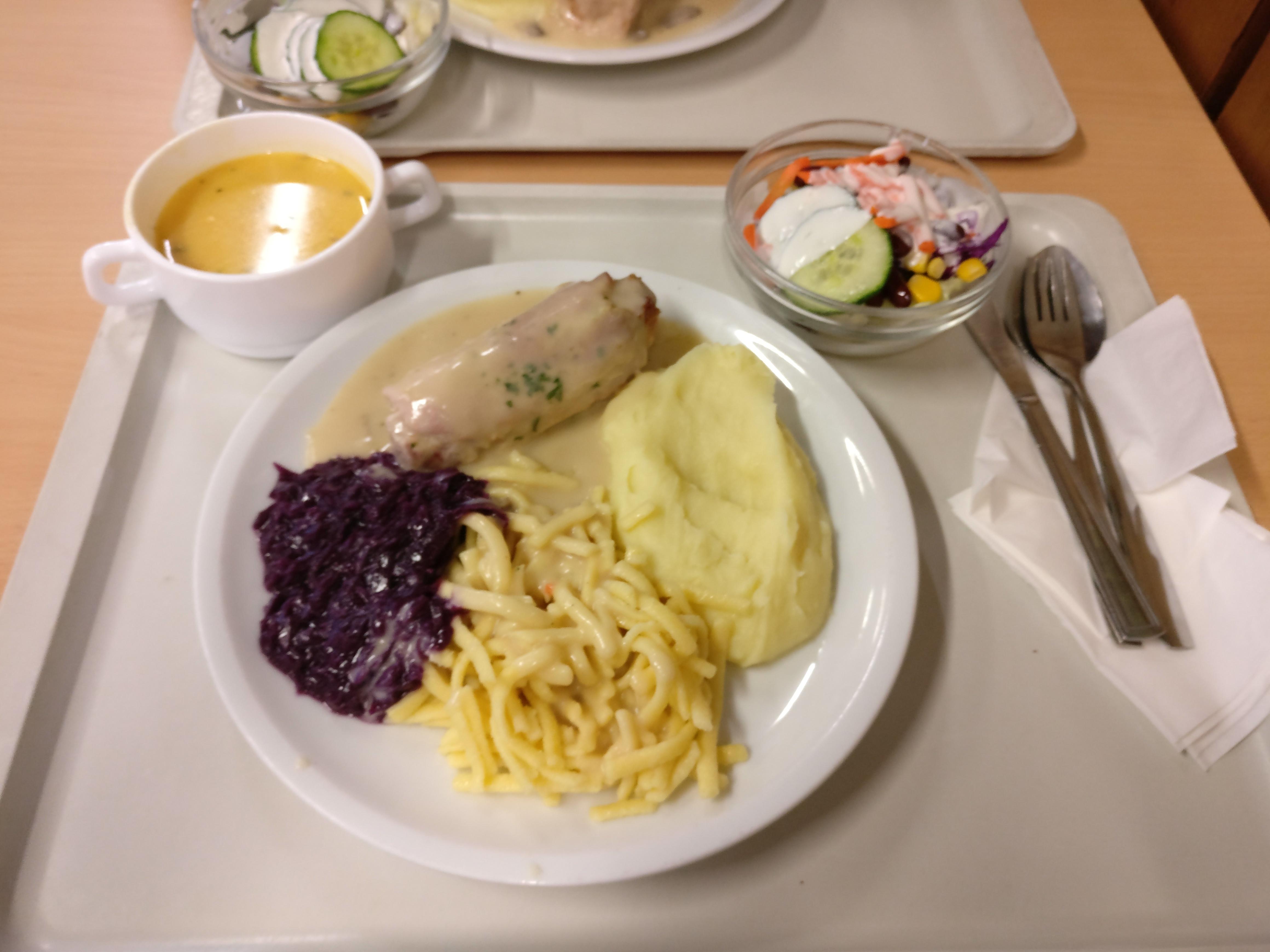 https://foodloader.net/nico_2017-02-15_roulade-kartoffelpuree-spaetzle-rotkraut-suppe-salat.jpg