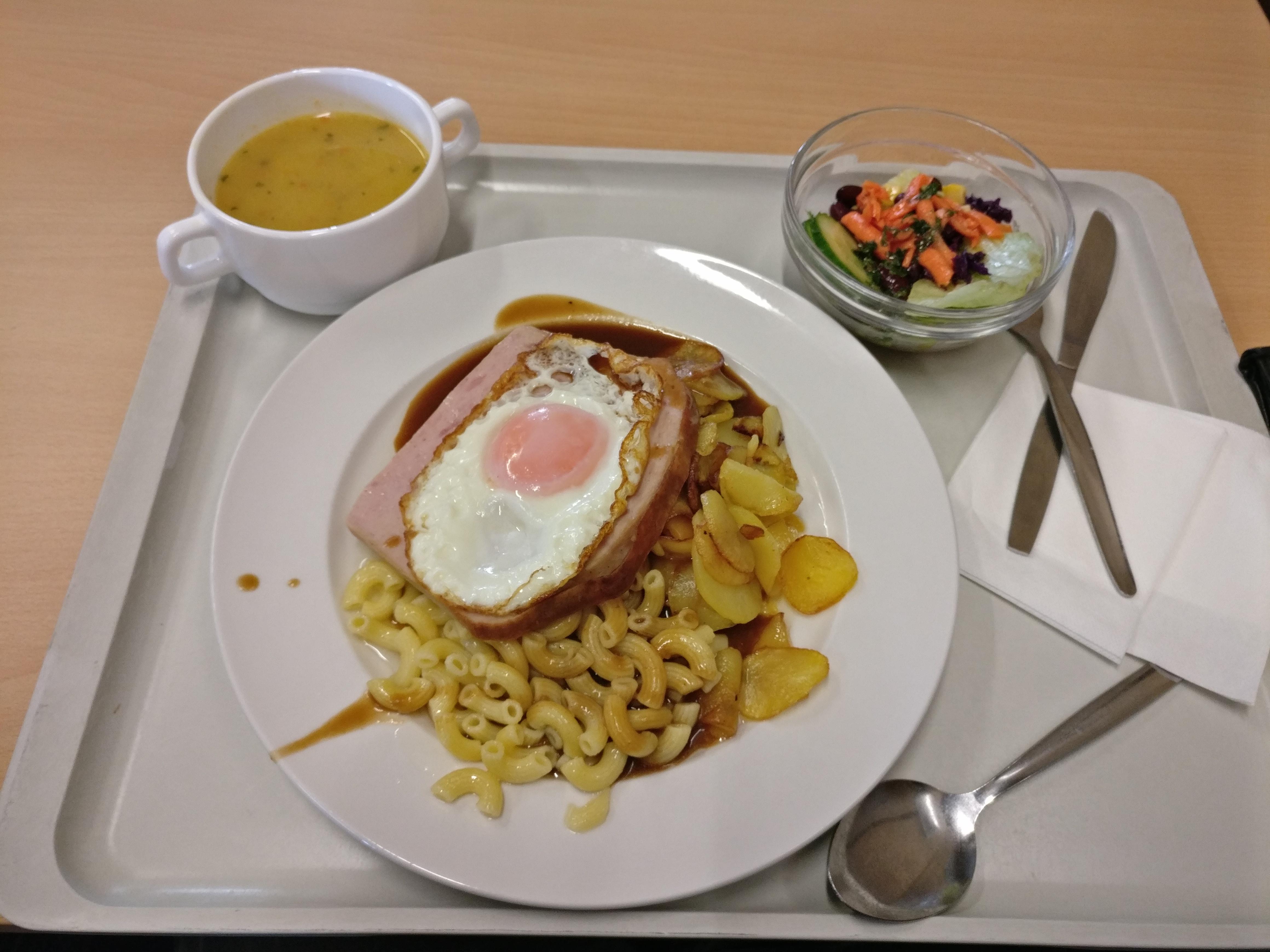 https://foodloader.net/nico_2017-03-06_fleischkaese-nudeln-bratkartoffeln-spiegelei-suppe-salat.jpg
