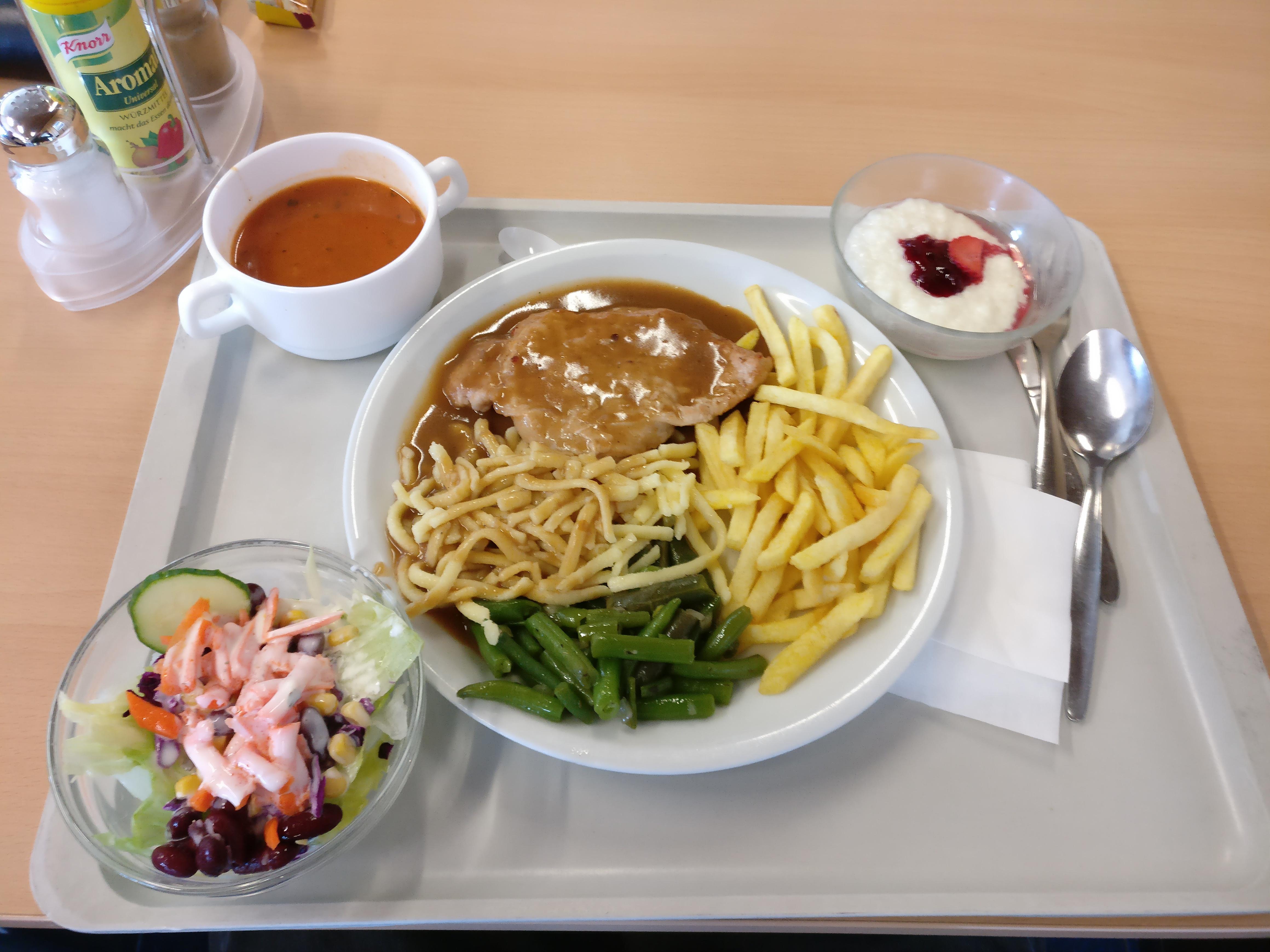 https://foodloader.net/nico_2017-03-30_pfeffersteak-spaetzle-pommes-bohnen-suppe-salat-nachtisch.jpg