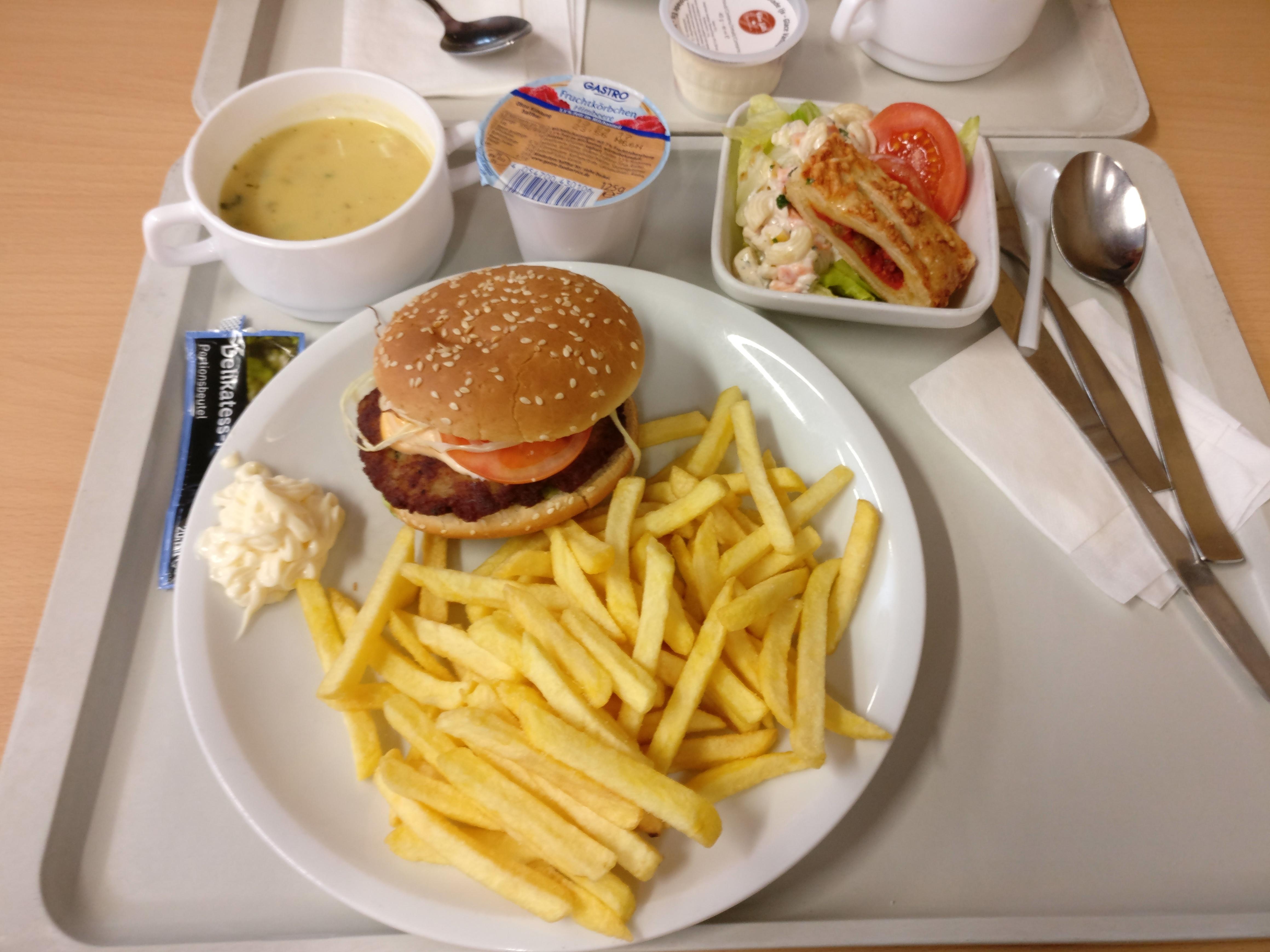 http://foodloader.net/nico_2017-04-04_burger-pommes-suppe-salat-joghurt.jpg