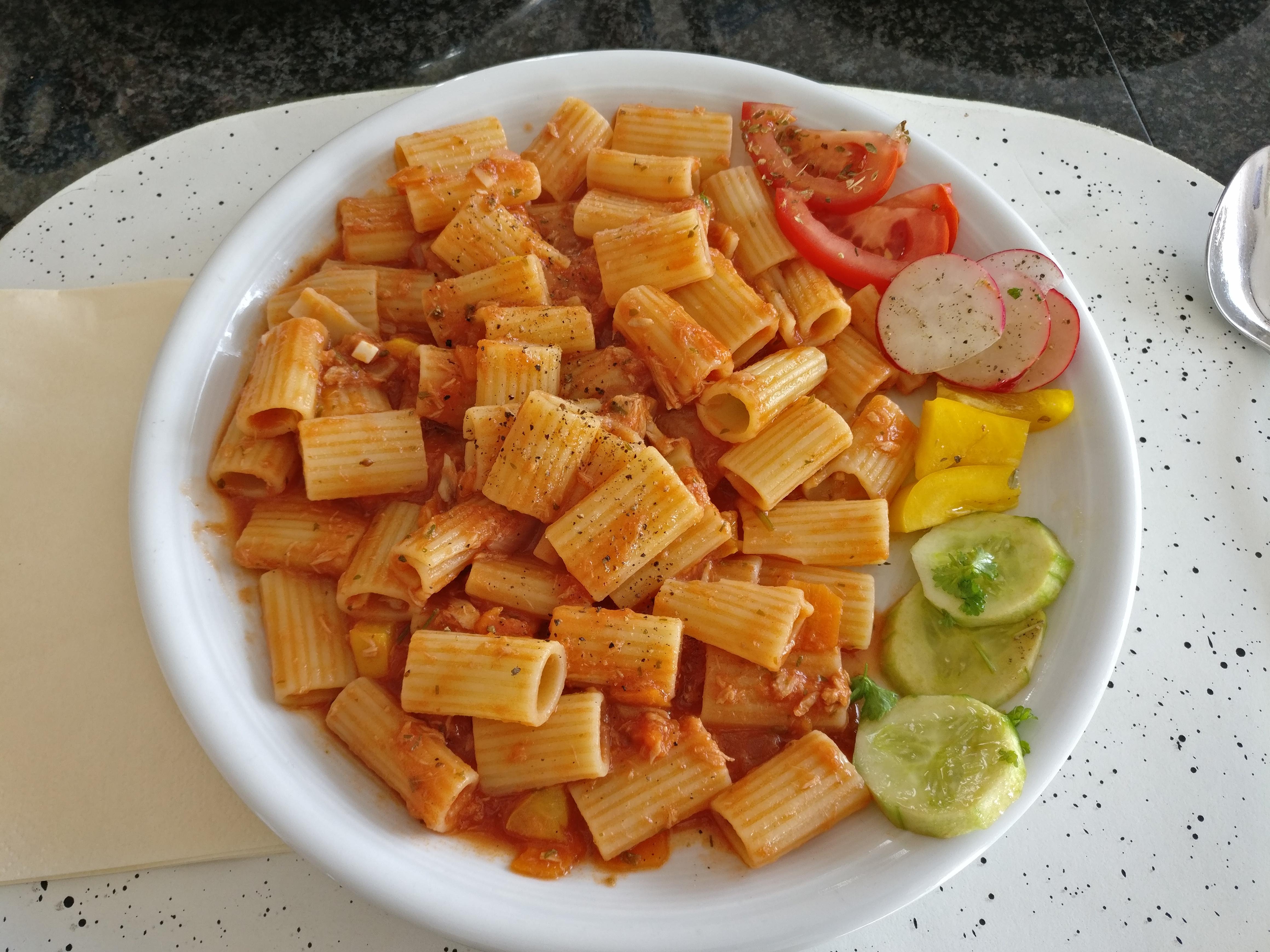 http://foodloader.net/nico_2017-04-08_nudeln-mit-thunfisch-tomaten-sauce.jpg