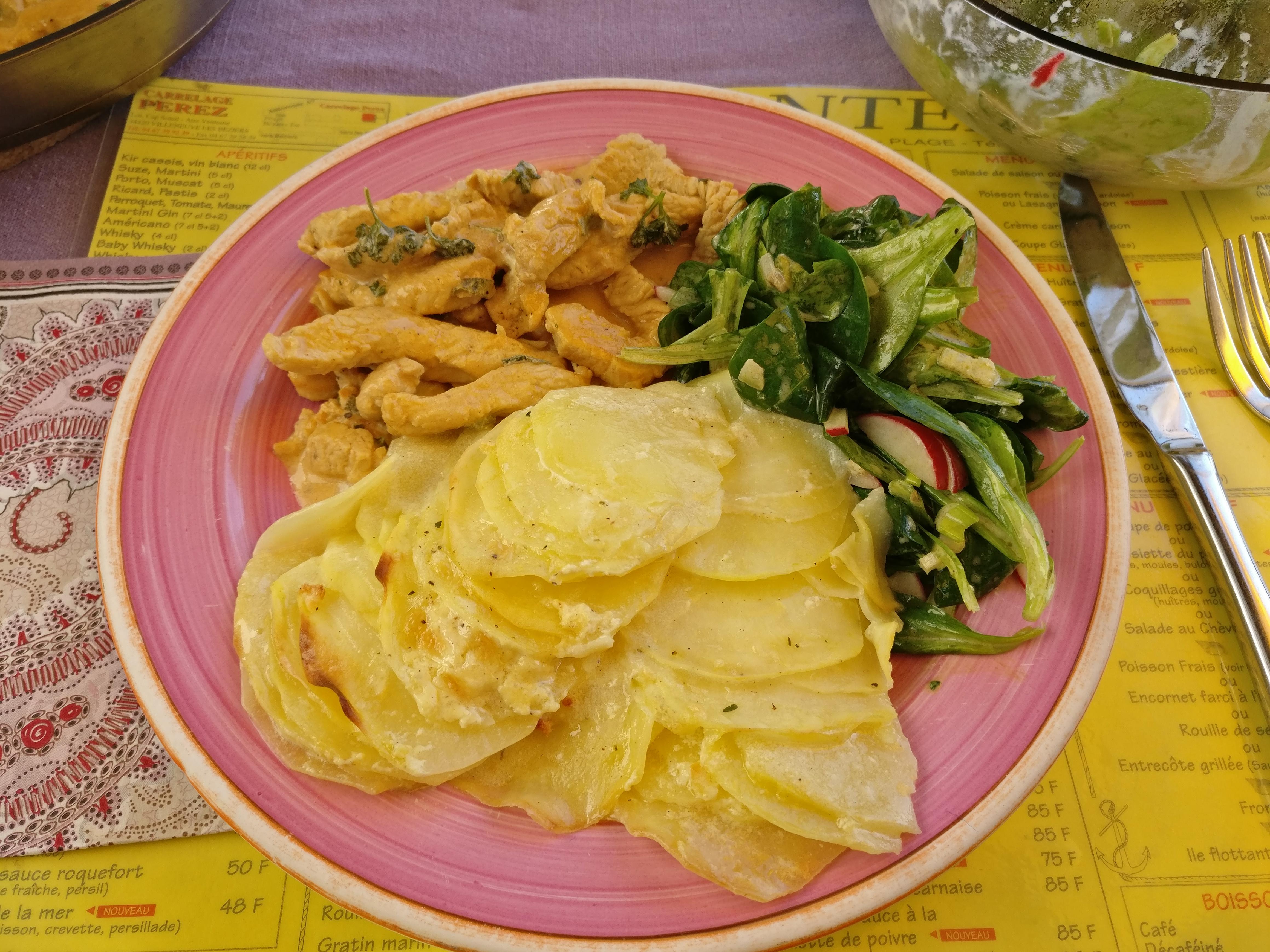 http://foodloader.net/nico_2017-04-09_putengeschnetzeltes-kartoffelgratin-ackersalat.jpg
