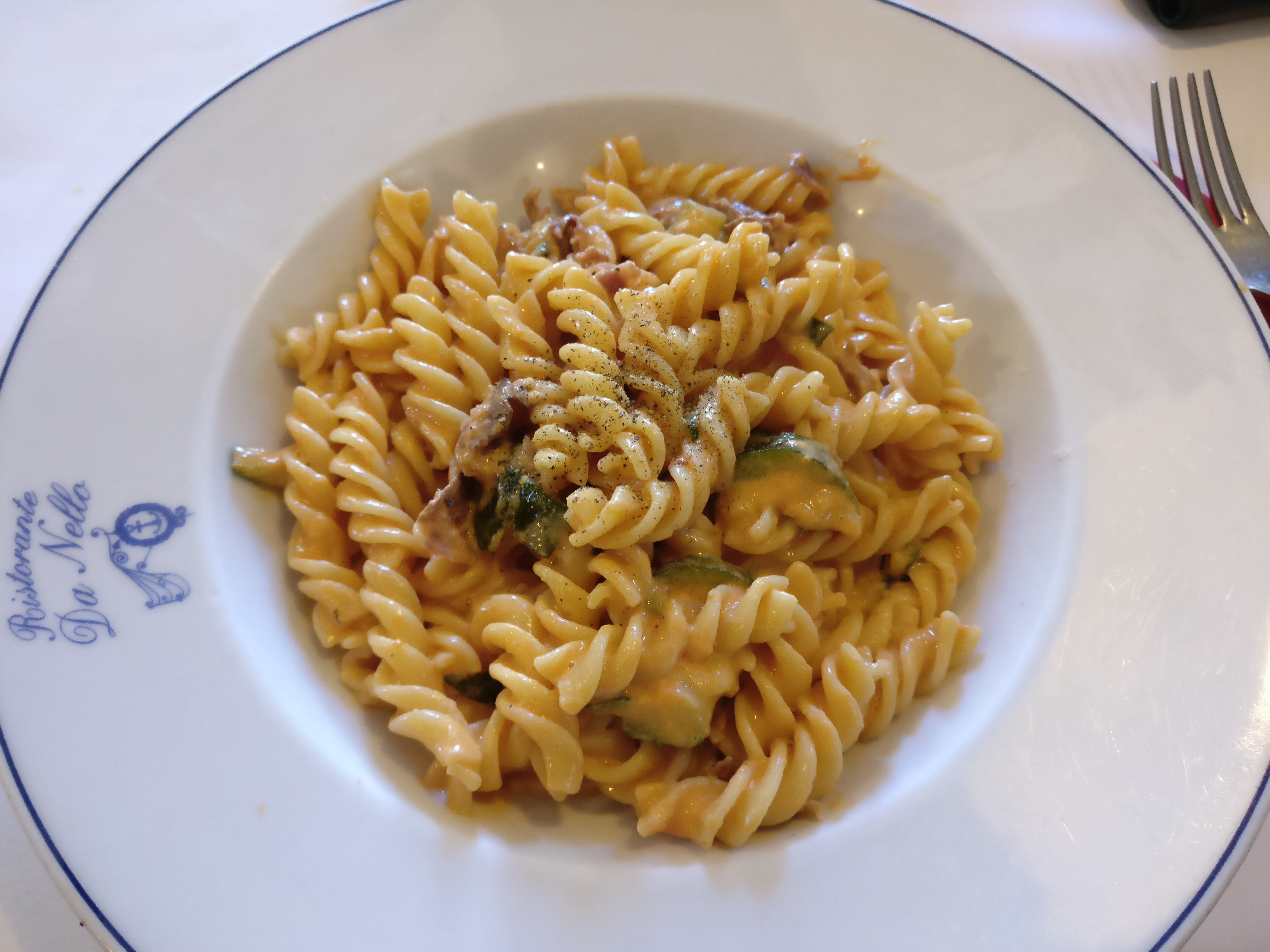 http://foodloader.net/nico_2017-04-10_fusilli-auberginen-schinken-sahne-tomaten-sauce.jpg